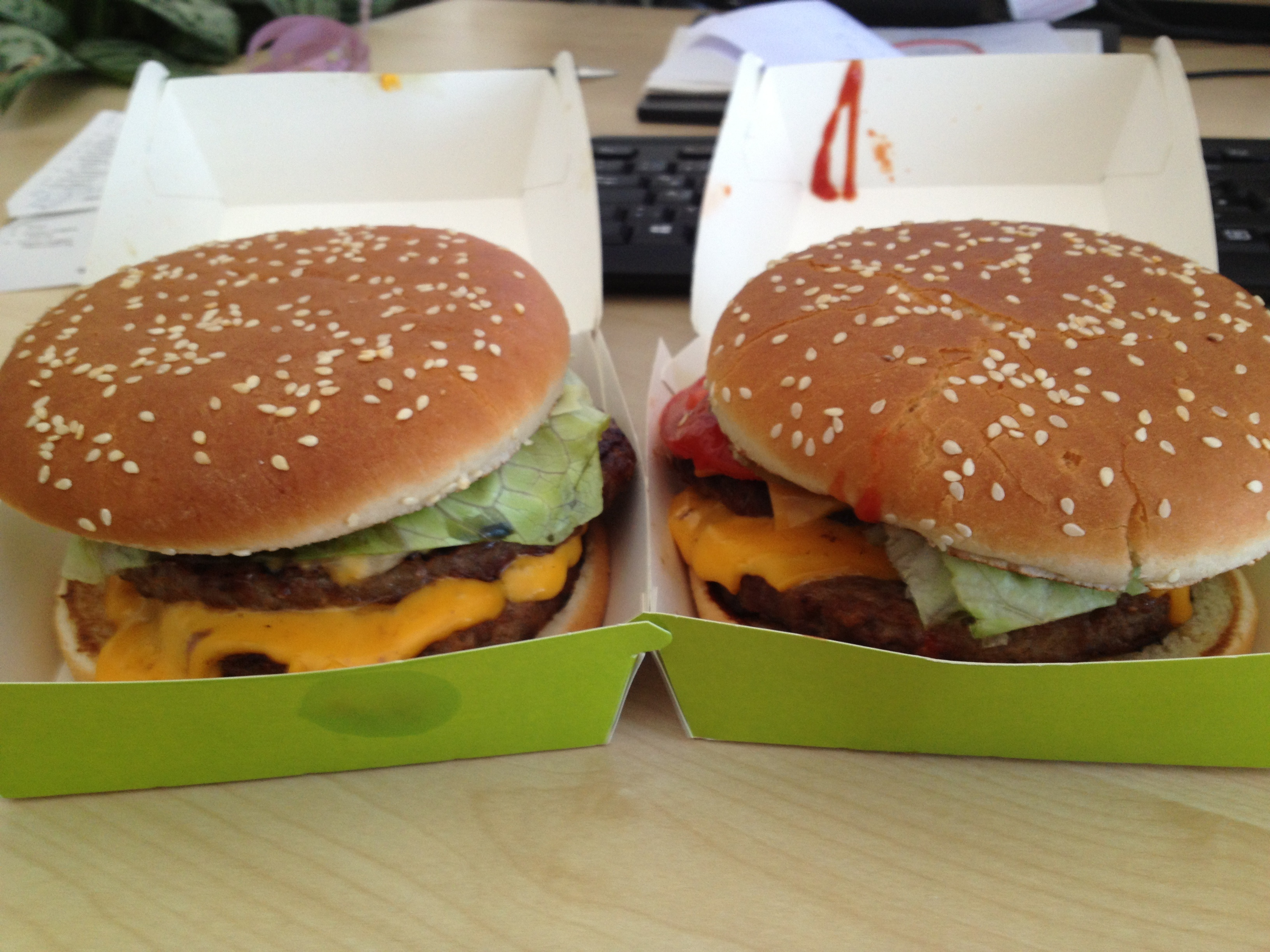http://foodloader.net/BrollyLSSJ_2013-08-02_burgerme_-_2_DoubleMe_Cheeseburger.jpg