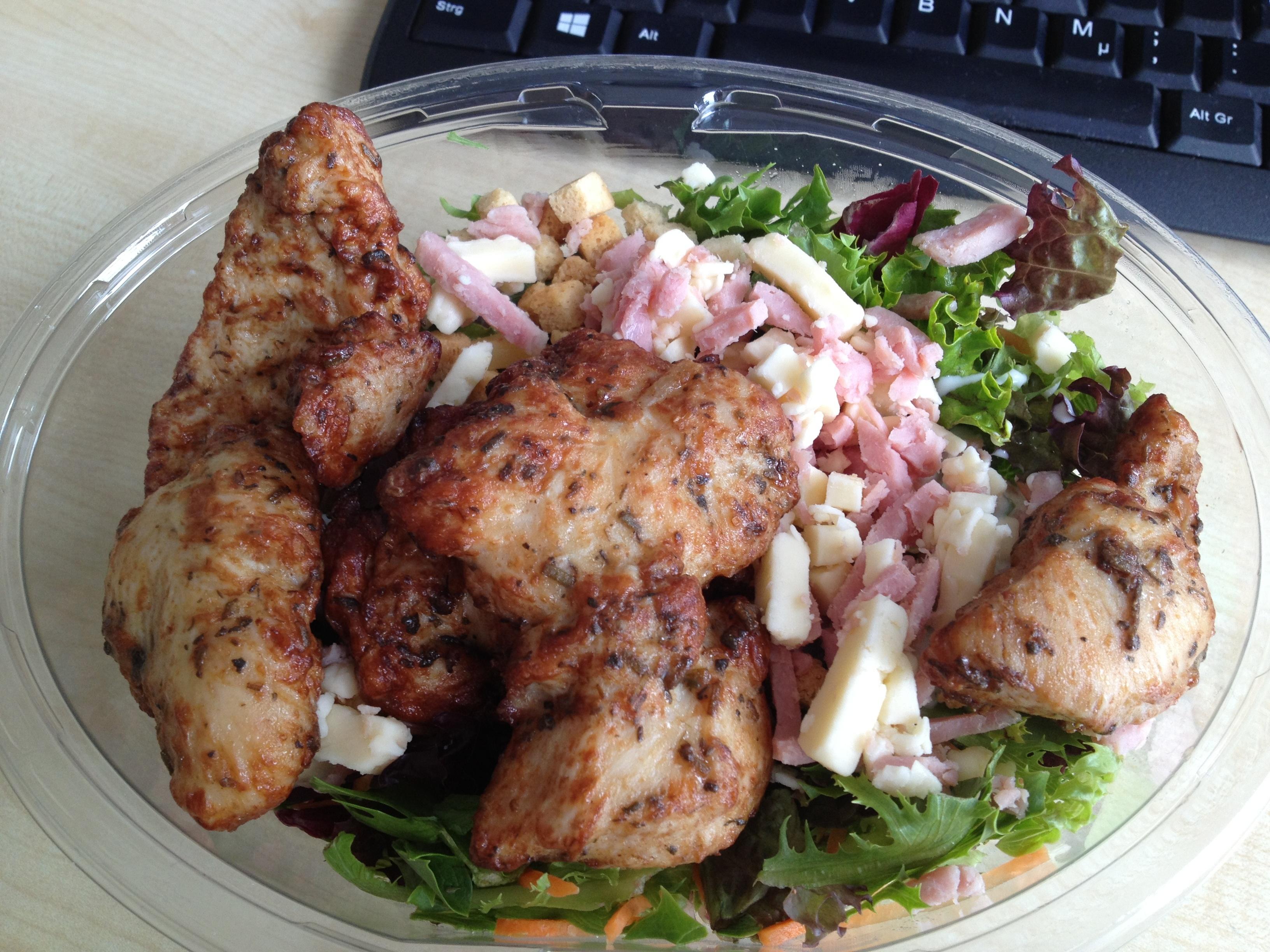 http://foodloader.net/BrollyLSSJ_2013-08-14_Trader_Joe_s_-_Frische_Salate_-_Kaese_&_Schinken_-_Haehnchenbrust-Filetstue.jpg