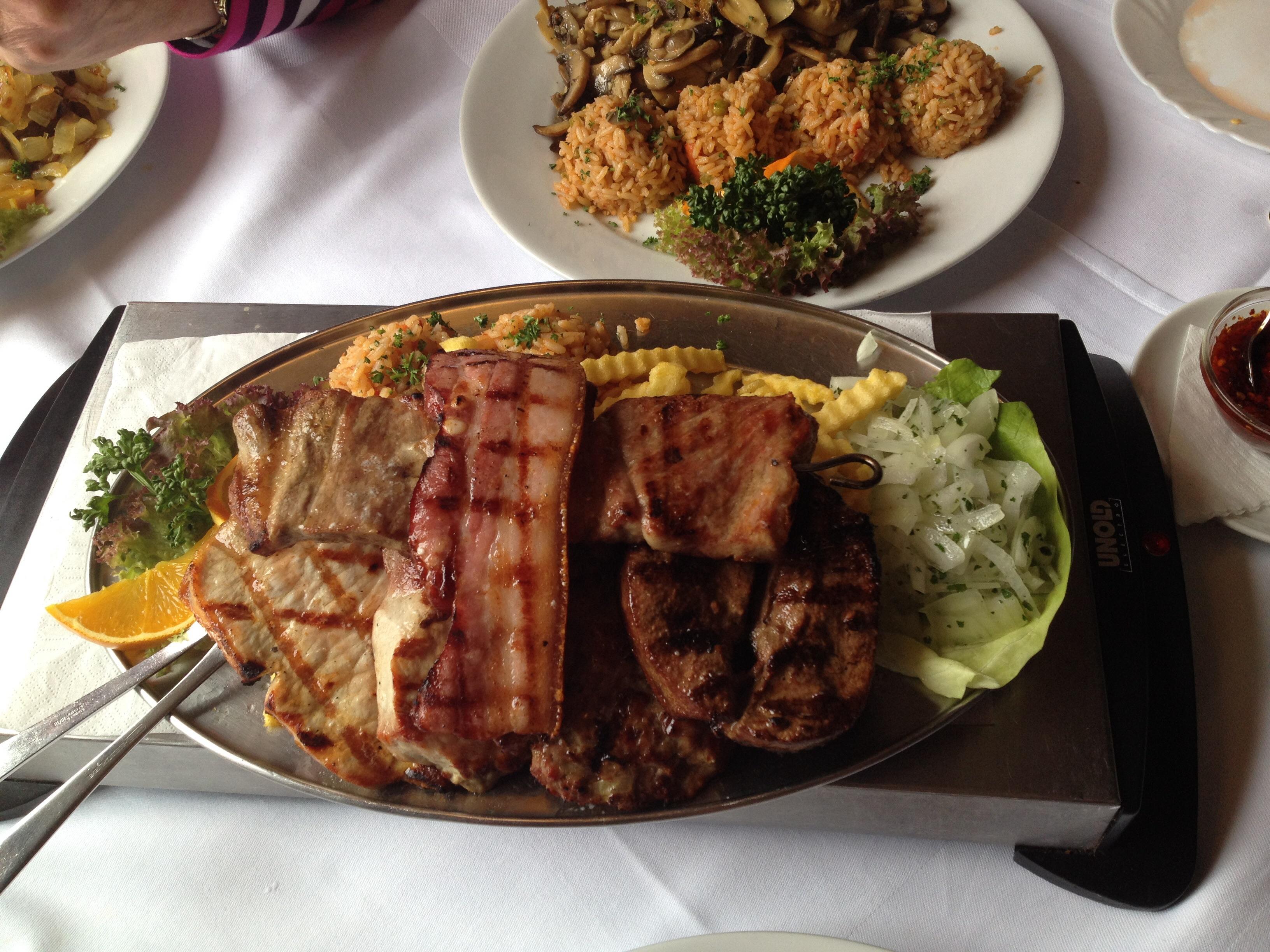 http://foodloader.net/BrollyLSSJ_2015-03-29_Balkan_Grill_-_Spezial_Teller.jpg