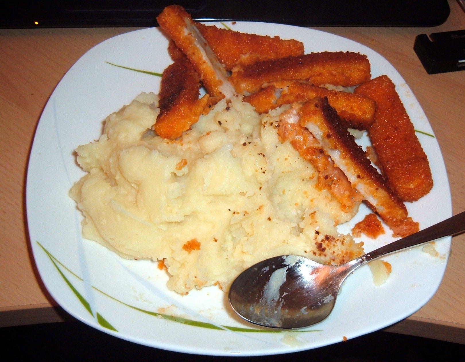https://foodloader.net/DosAmp_2014-01-26_Fischstaebchen_und_Kartoffelpueree.jpg