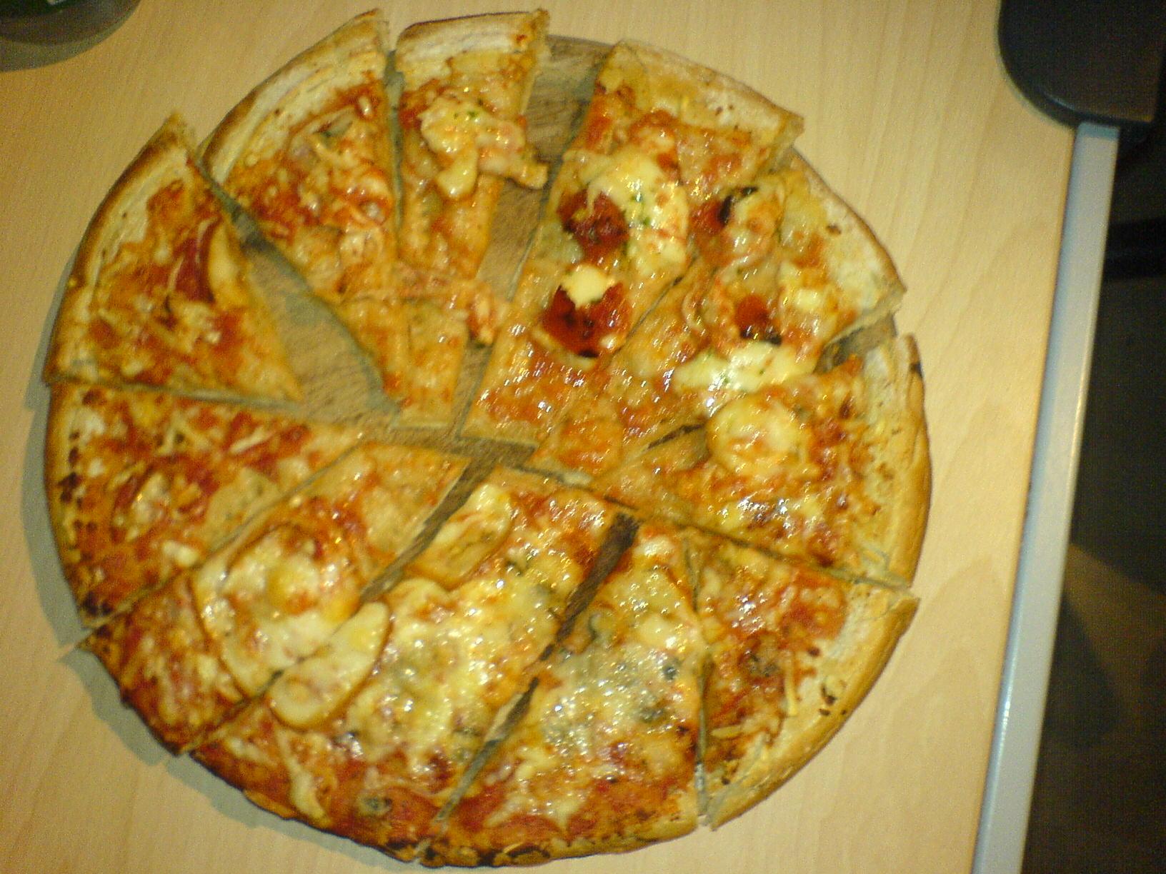 http://foodloader.net/Holz_2008-03-10_Pizza.jpg