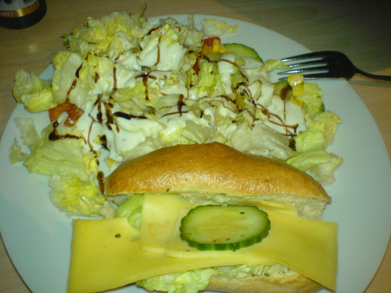 http://foodloader.net/Holz_2009-01-15_Kaesebroetchen_mit_Salat.jpg