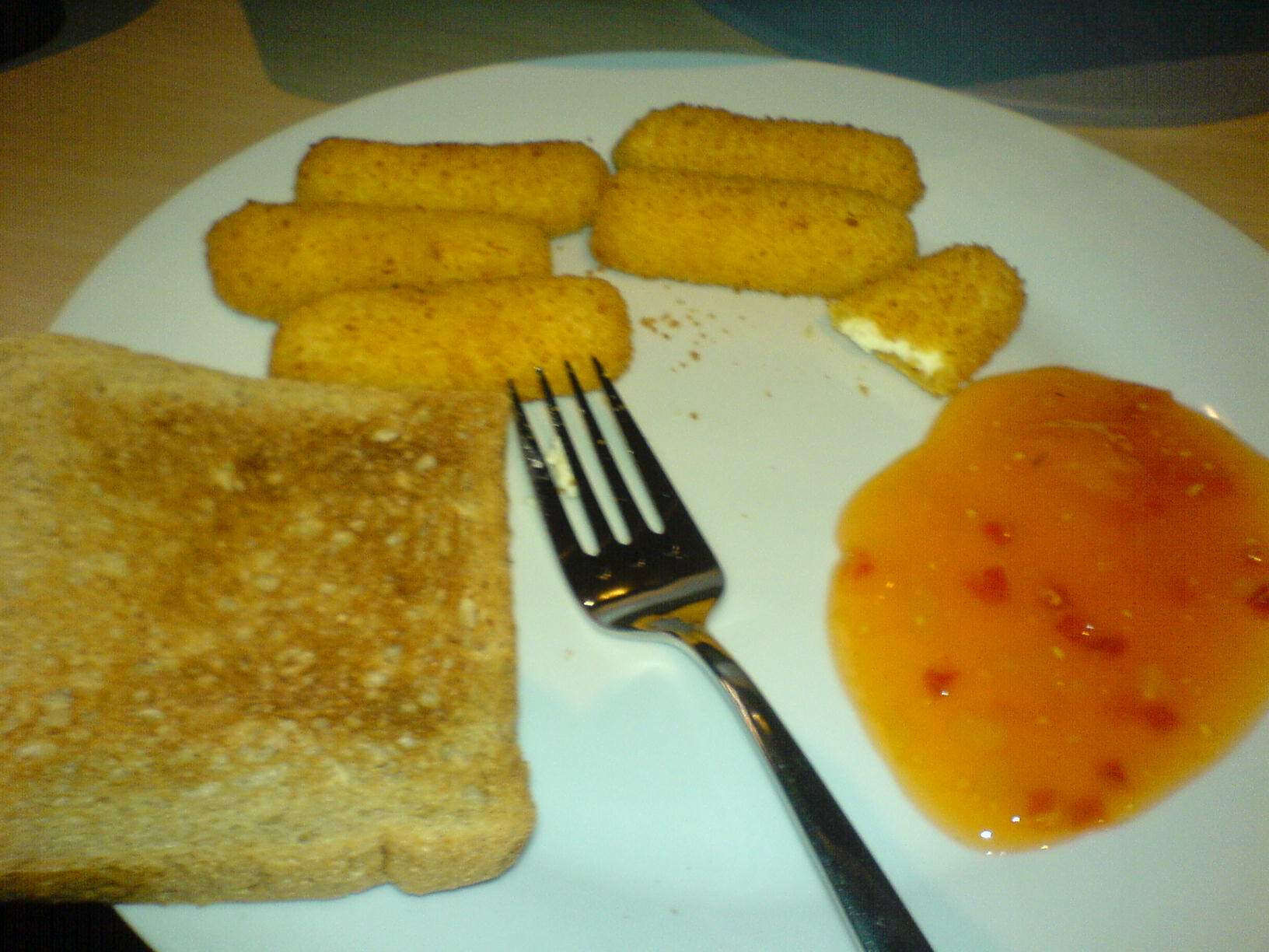 https://foodloader.net/Holz_2009-01-29_Frischkaese-Sticks_mit_Toast.jpg