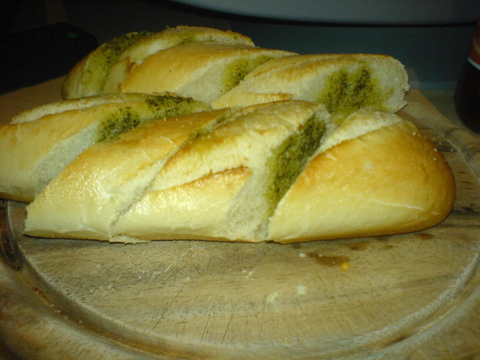 http://foodloader.net/Holz_2009-06-15_Kraeuterbaguette.jpg