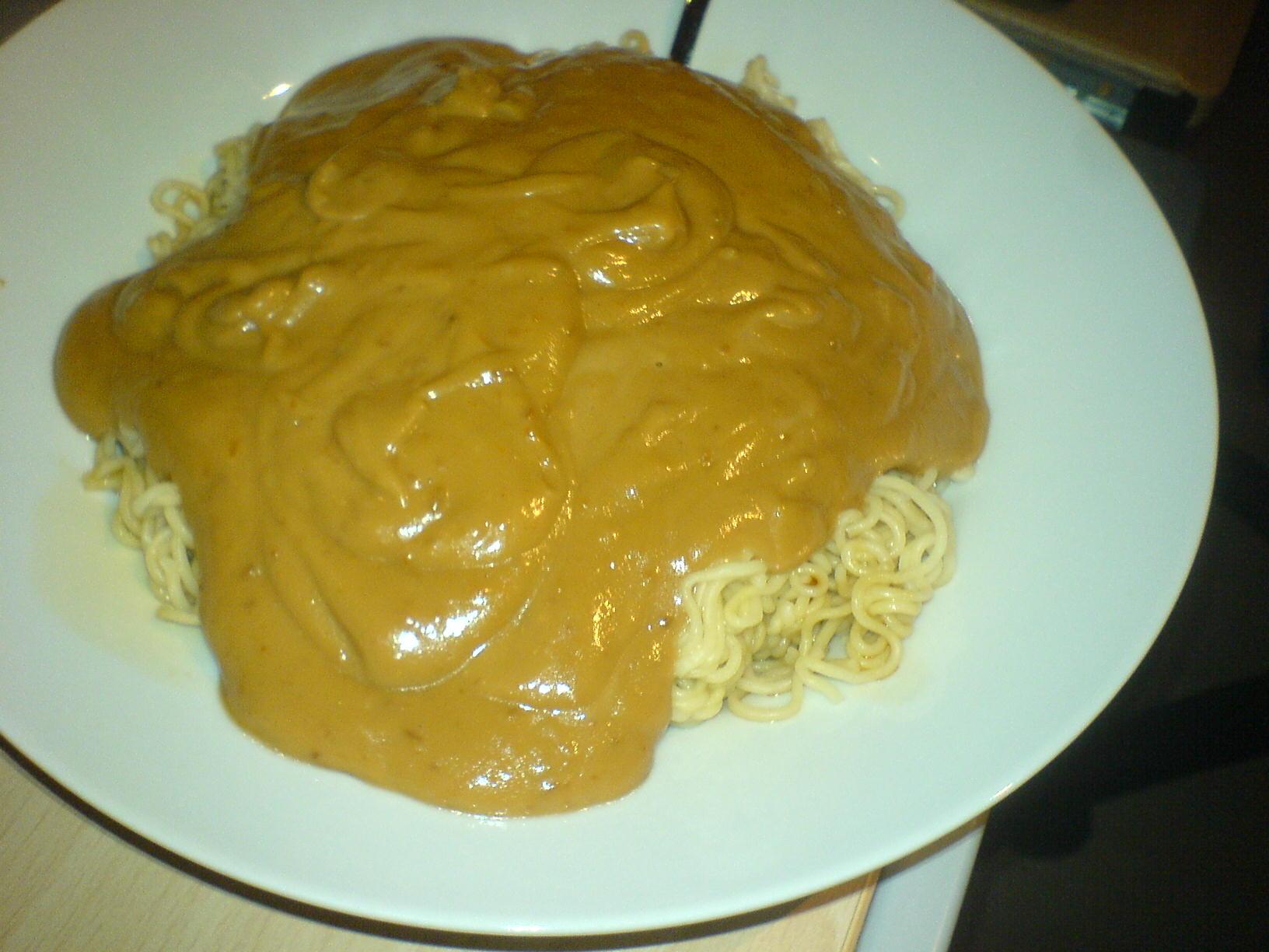 https://foodloader.net/Holz_2009-08-26_Asianudeln_in_Satesauce.jpg