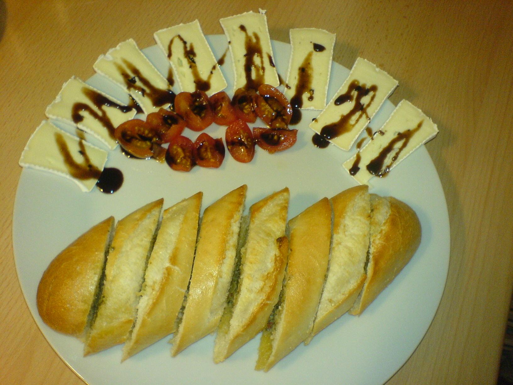 http://foodloader.net/Holz_2010-02-08_Kraeuterbaguette_mit_Camembert_und_Tomaten.jpg