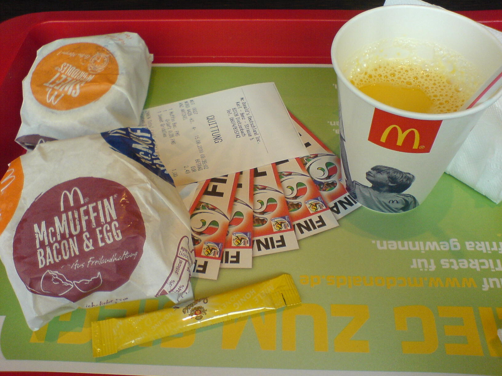 http://foodloader.net/Holz_2010-06-15_McDonalds_Fruehstueck.jpg
