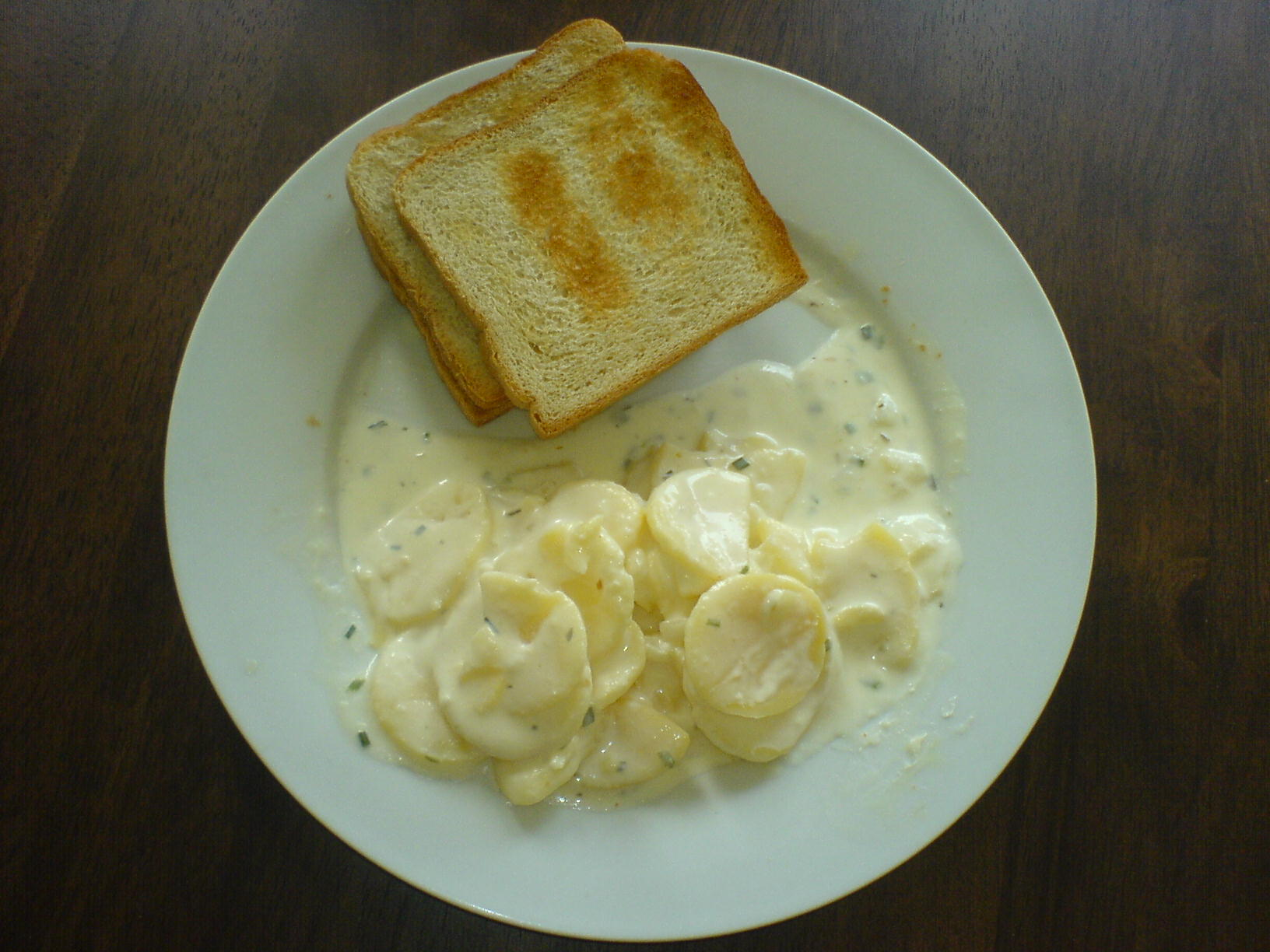 http://foodloader.net/Holz_2010-08-22_Kartoffelsalat_mit_Toasts.jpg