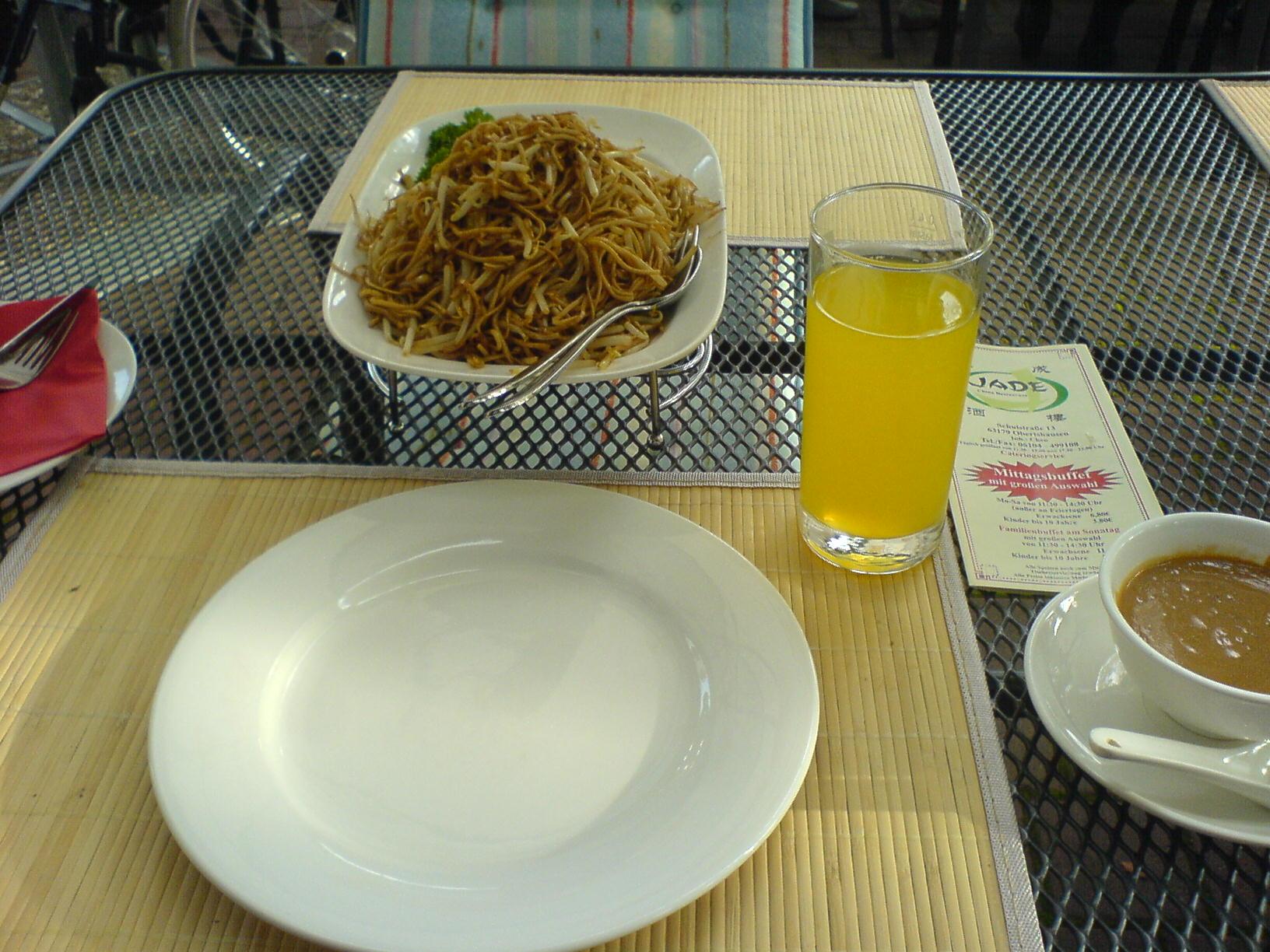https://foodloader.net/Holz_2010-09-12_Asianudeln_in_Satesauce.jpg