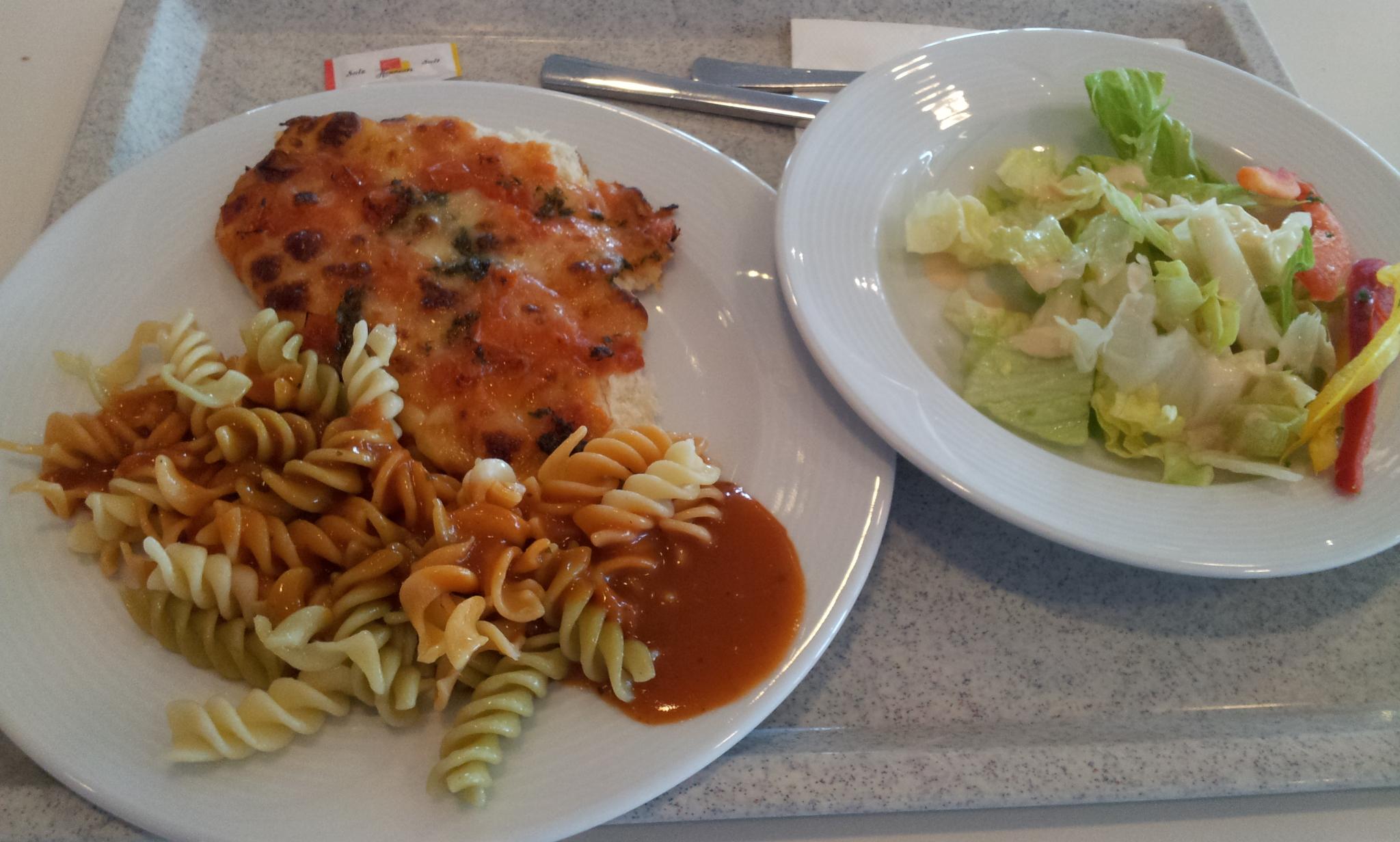 https://foodloader.net/Holz_2011-12-09_Nudeln_mit_Pizza_und_Salat.jpg