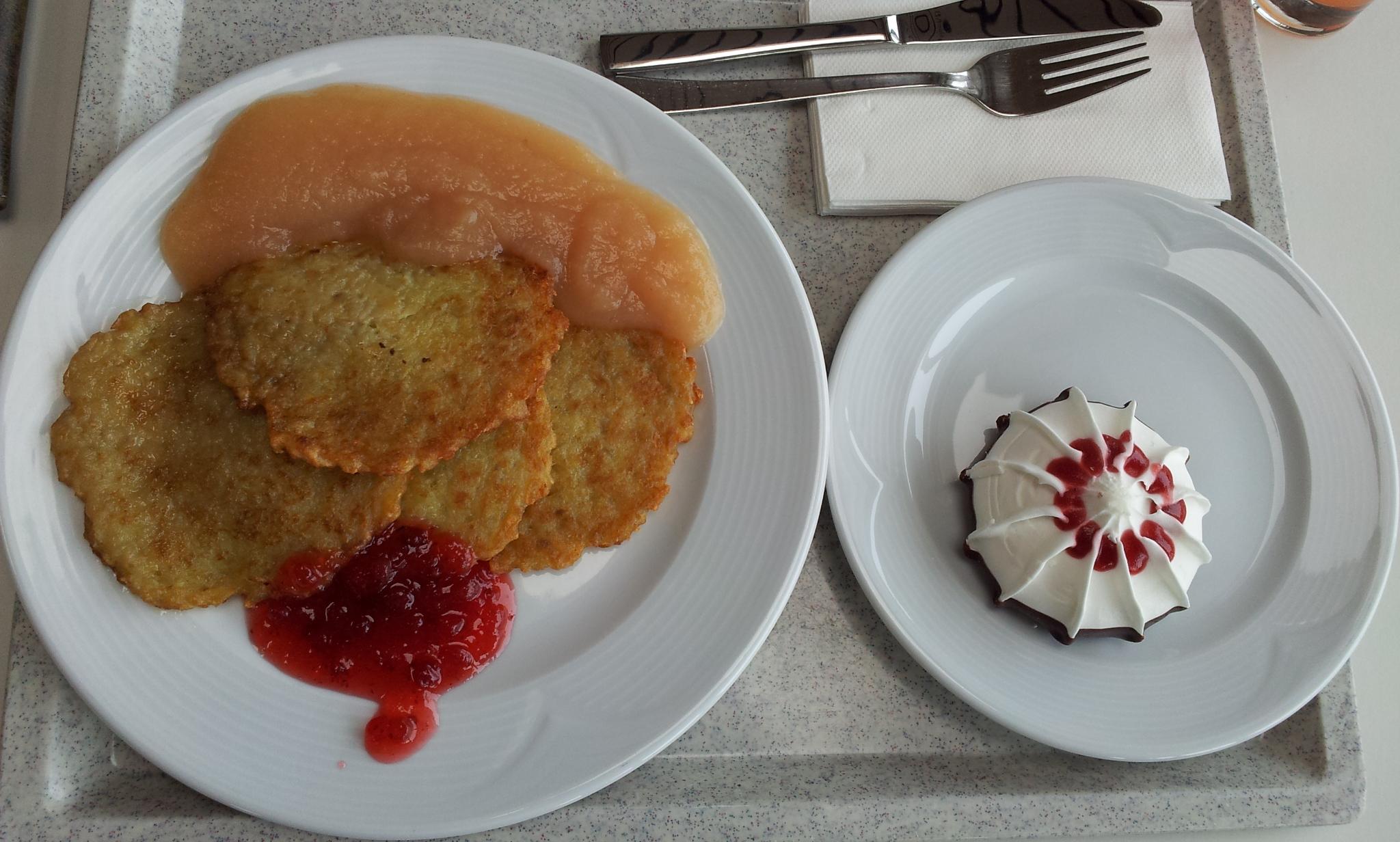 https://foodloader.net/Holz_2012-03-07_Kartoffelpuffer_mit_Apfelmus.jpg