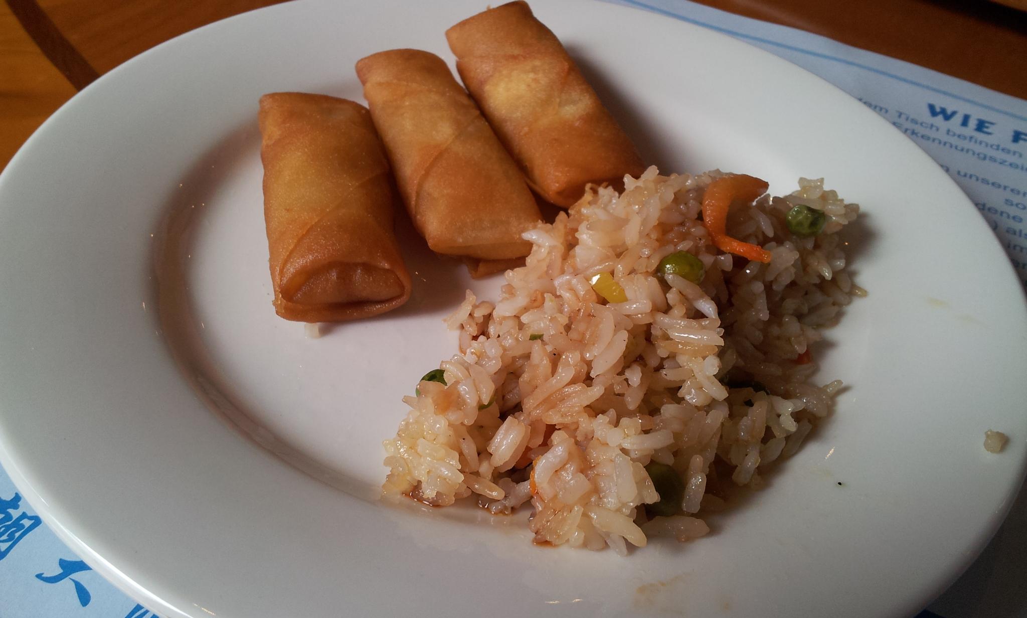 https://foodloader.net/Holz_2012-11-02_Dynasty_5_gebratener_Reis_mit_Minifruehlingsrollen.jpg