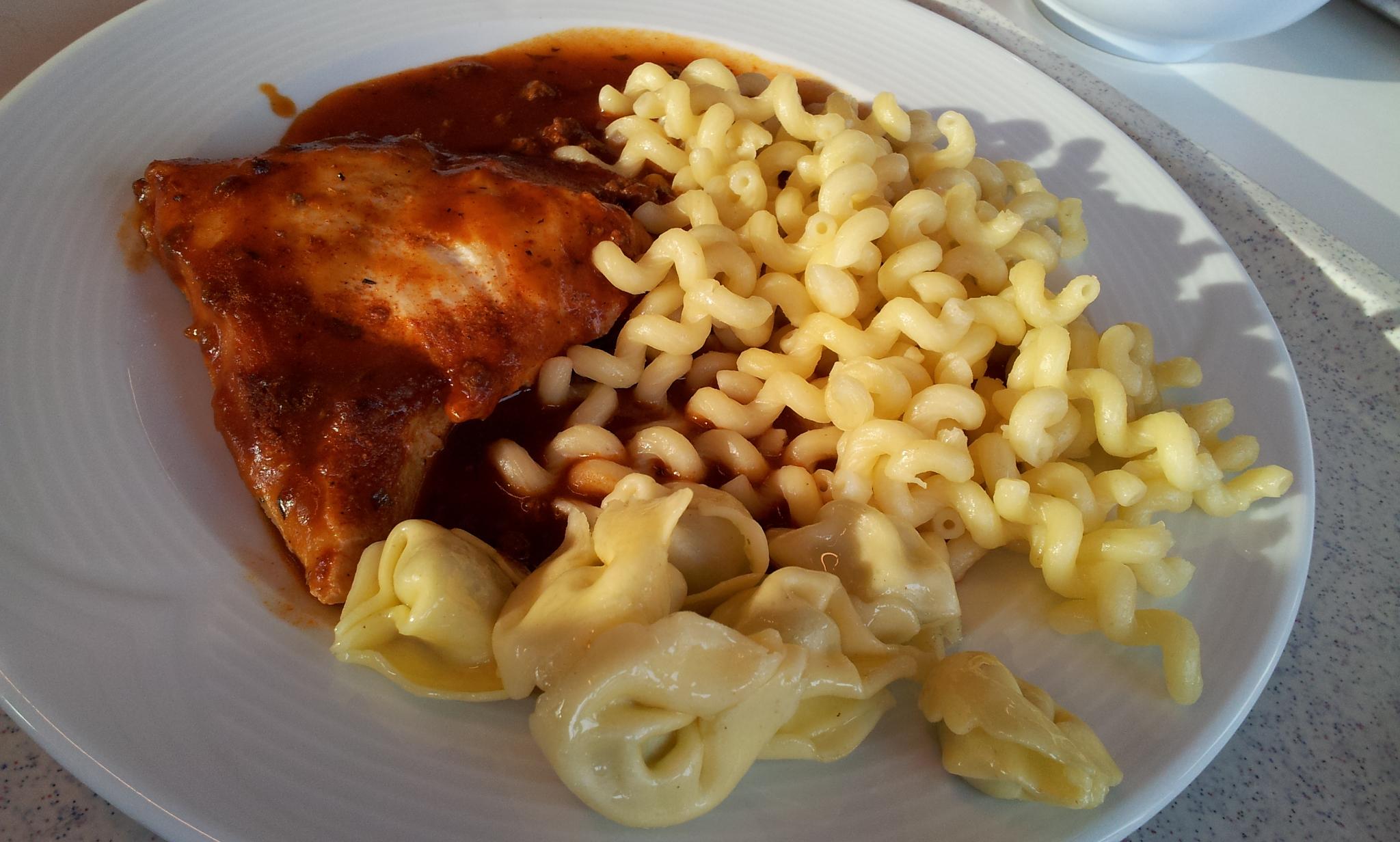 https://foodloader.net/Holz_2012-12-13_Bolognese-Huehnchen_mit_Nudeln.jpg