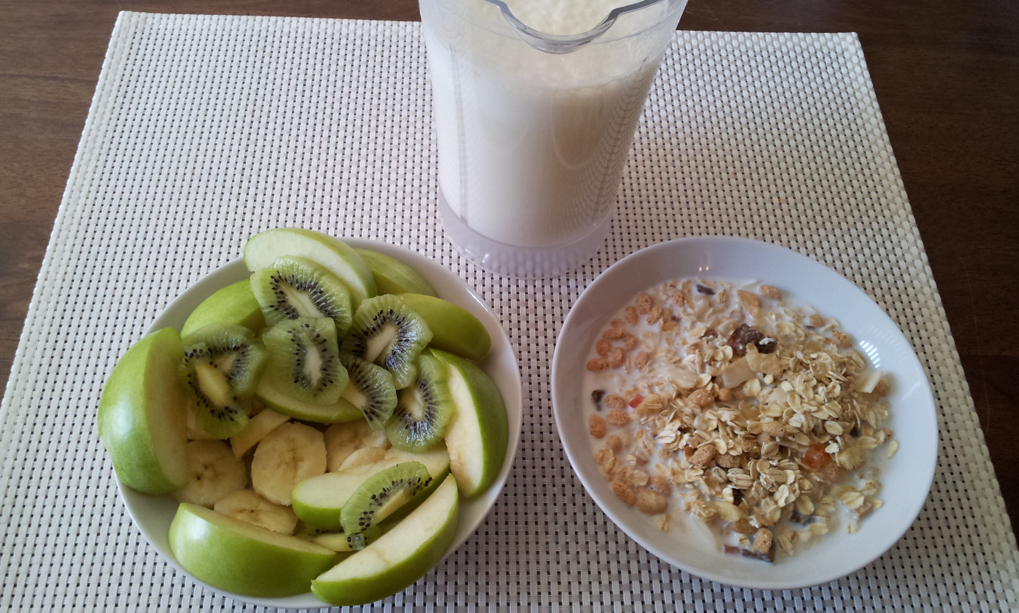 https://foodloader.net/Holz_2013-07-22_Bananenshake_mit_Muesli_und_Obstsalat.jpg