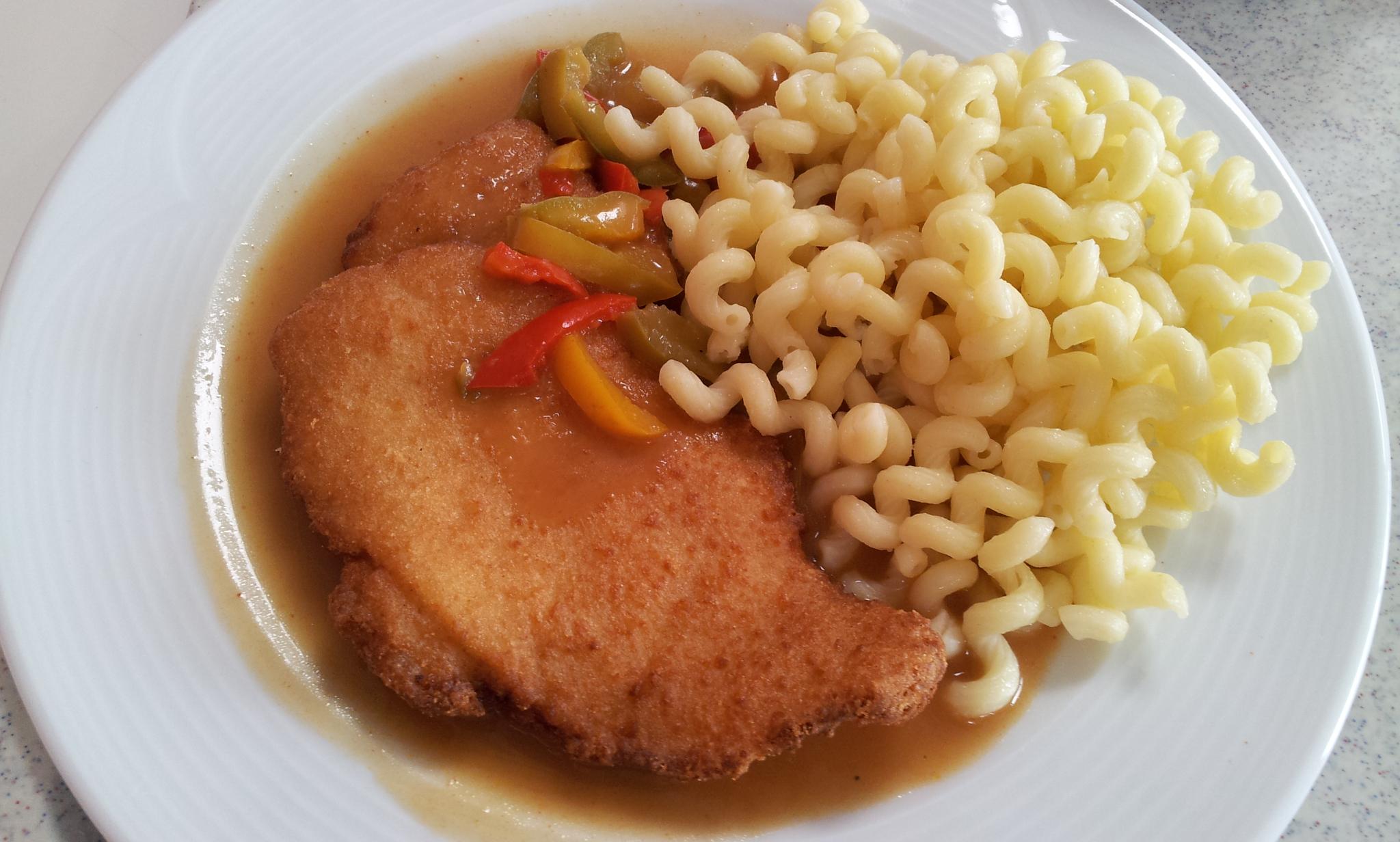 https://foodloader.net/Holz_2013-08-20_Haehnchenschnitzel_mit_Nudeln.jpg