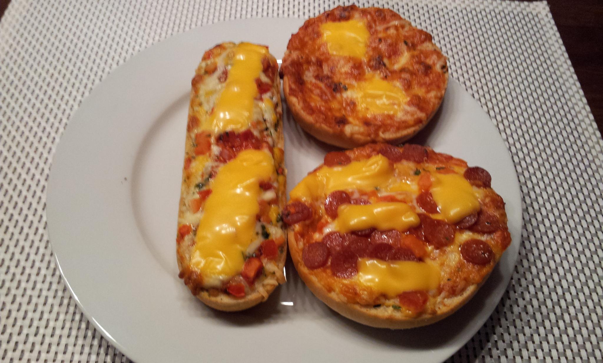 http://foodloader.net/Holz_2014-04-16_Pizzaburger_und_Bistro-Baguette.jpg