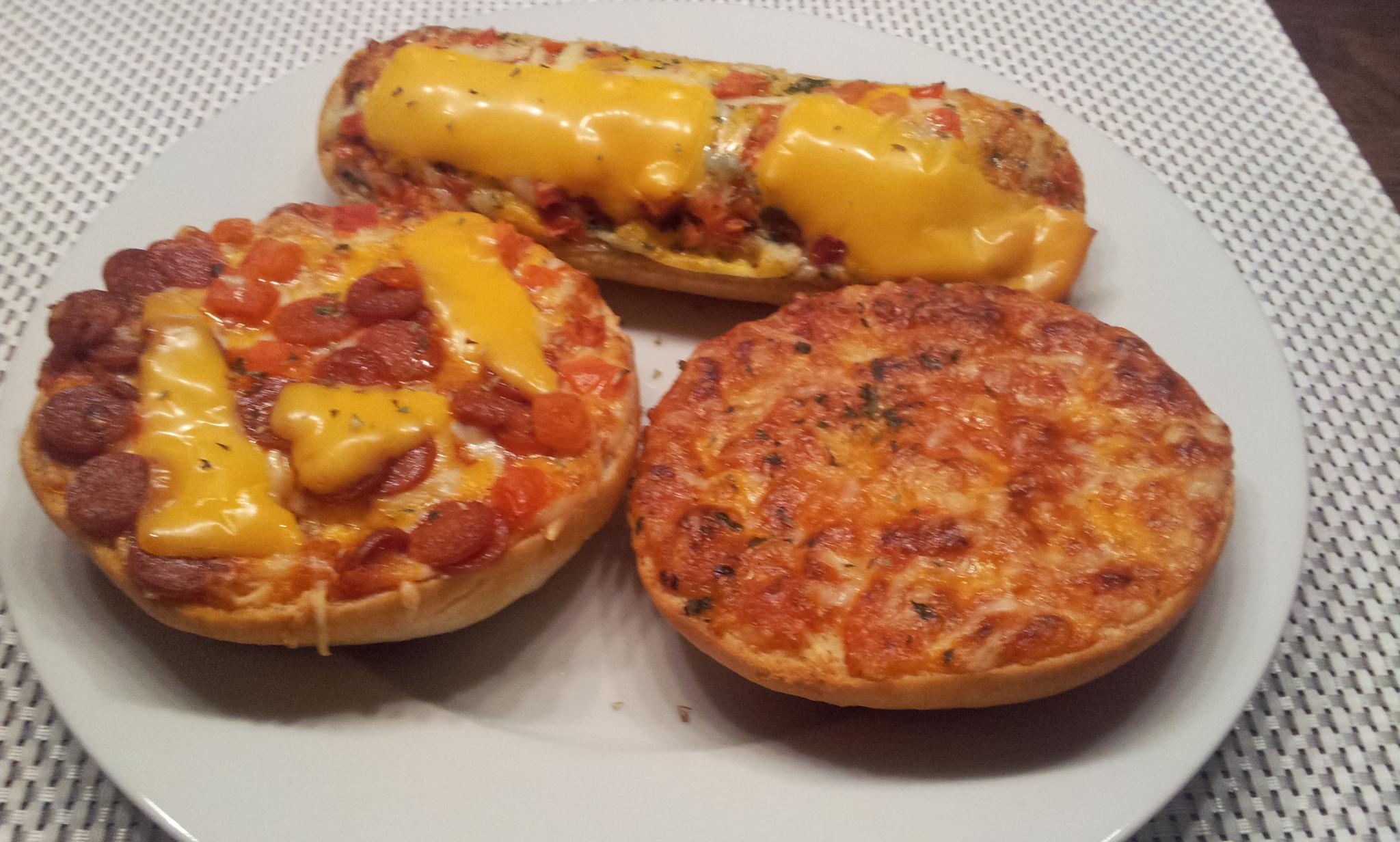 http://foodloader.net/Holz_2014-04-18_Pizzaburger_und_Bistro-Baguette.jpg