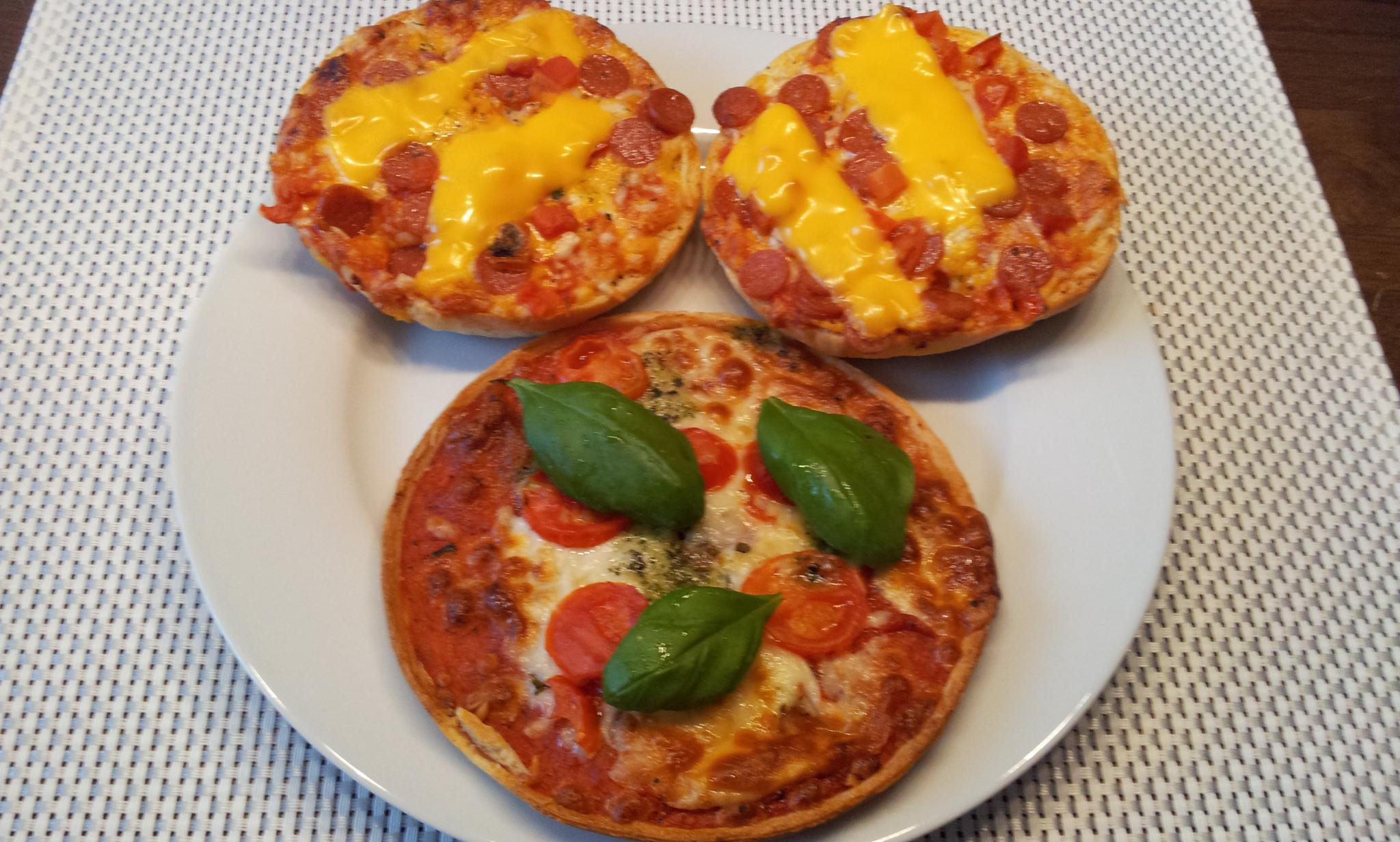 https://foodloader.net/Holz_2014-05-12_Pizzaburger_und_Pizza.jpg