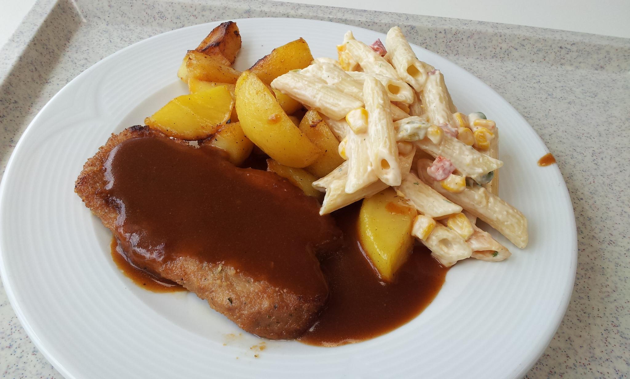 https://foodloader.net/Holz_2014-05-14_Schnitzel_mit_Bratkartoffeln_und_Nudelsalat.jpg