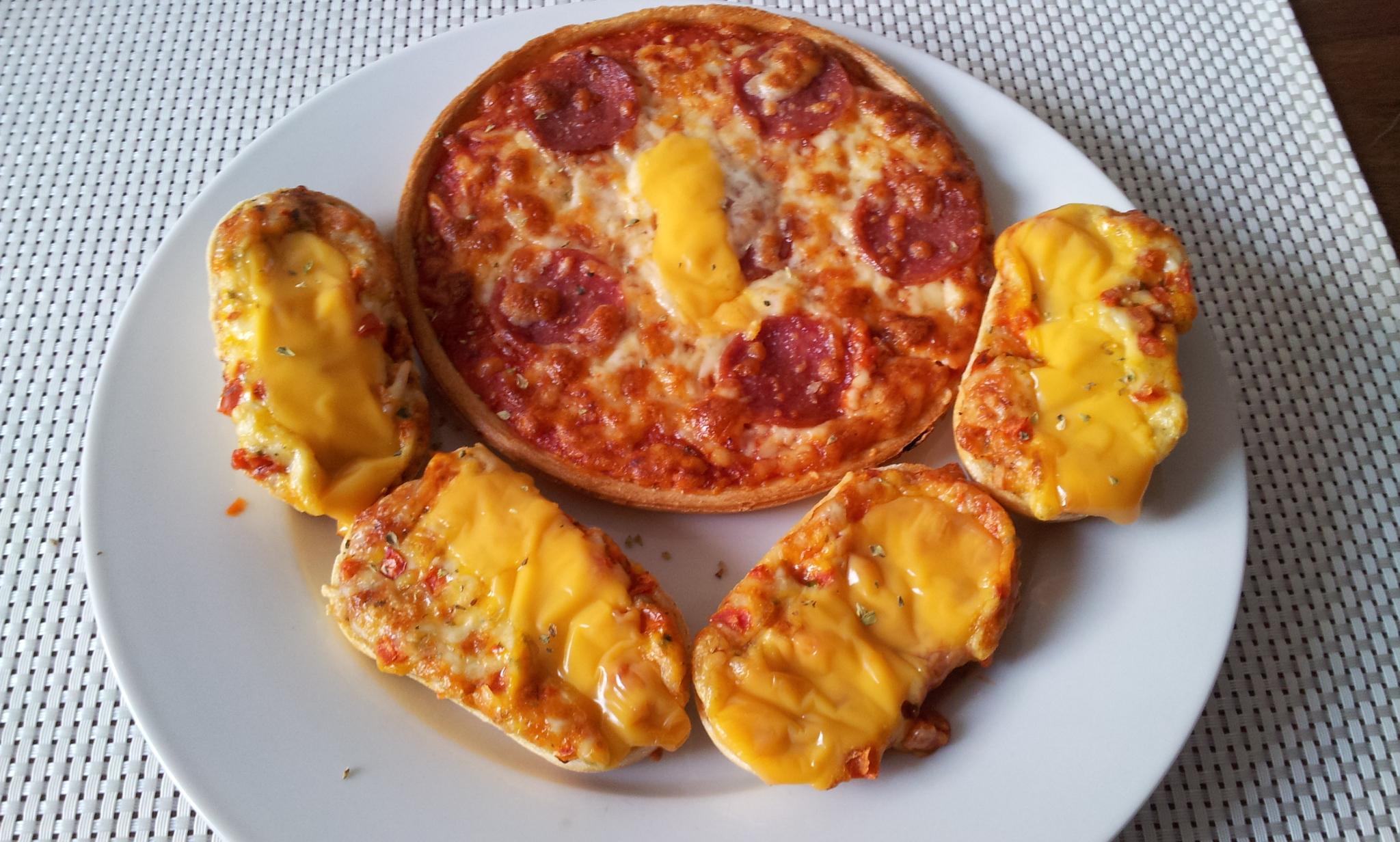 http://foodloader.net/Holz_2014-07-01_Mini-Bistro-Baguettes_und_Pizza.jpg