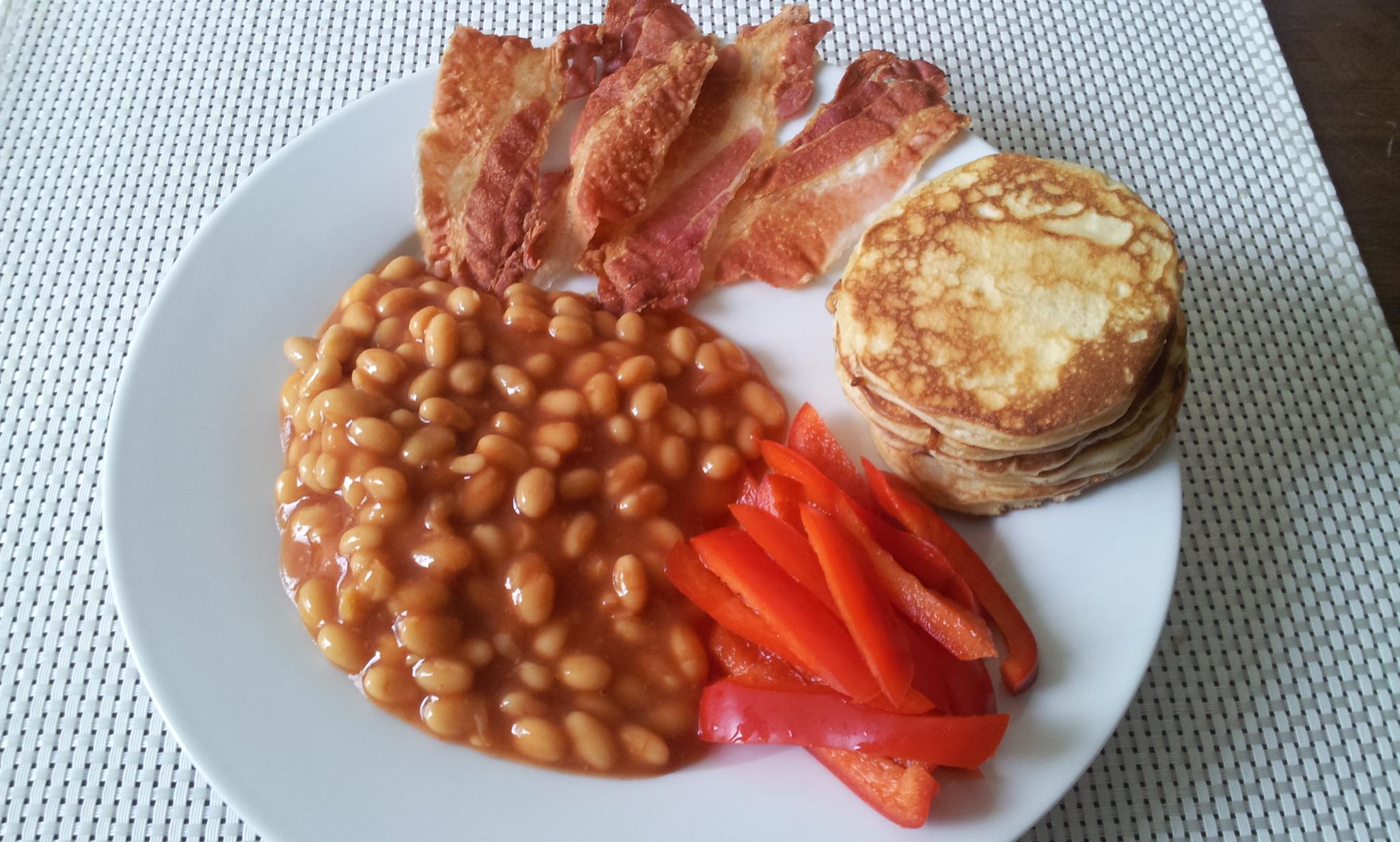 https://foodloader.net/Holz_2014-08-10_Pancakes_und_Bacon_und_Heinz_Beanz_und_Paprika.jpg