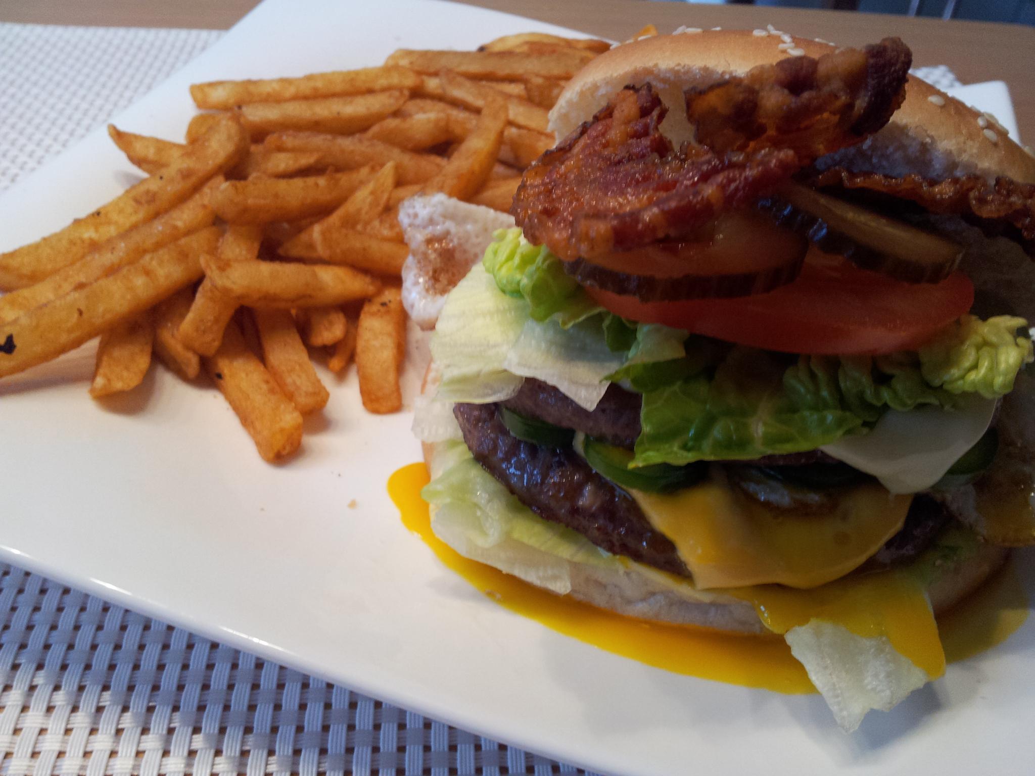 https://foodloader.net/Holz_2014-10-17_Selbstgemachter_rautek_Burger_2.jpg