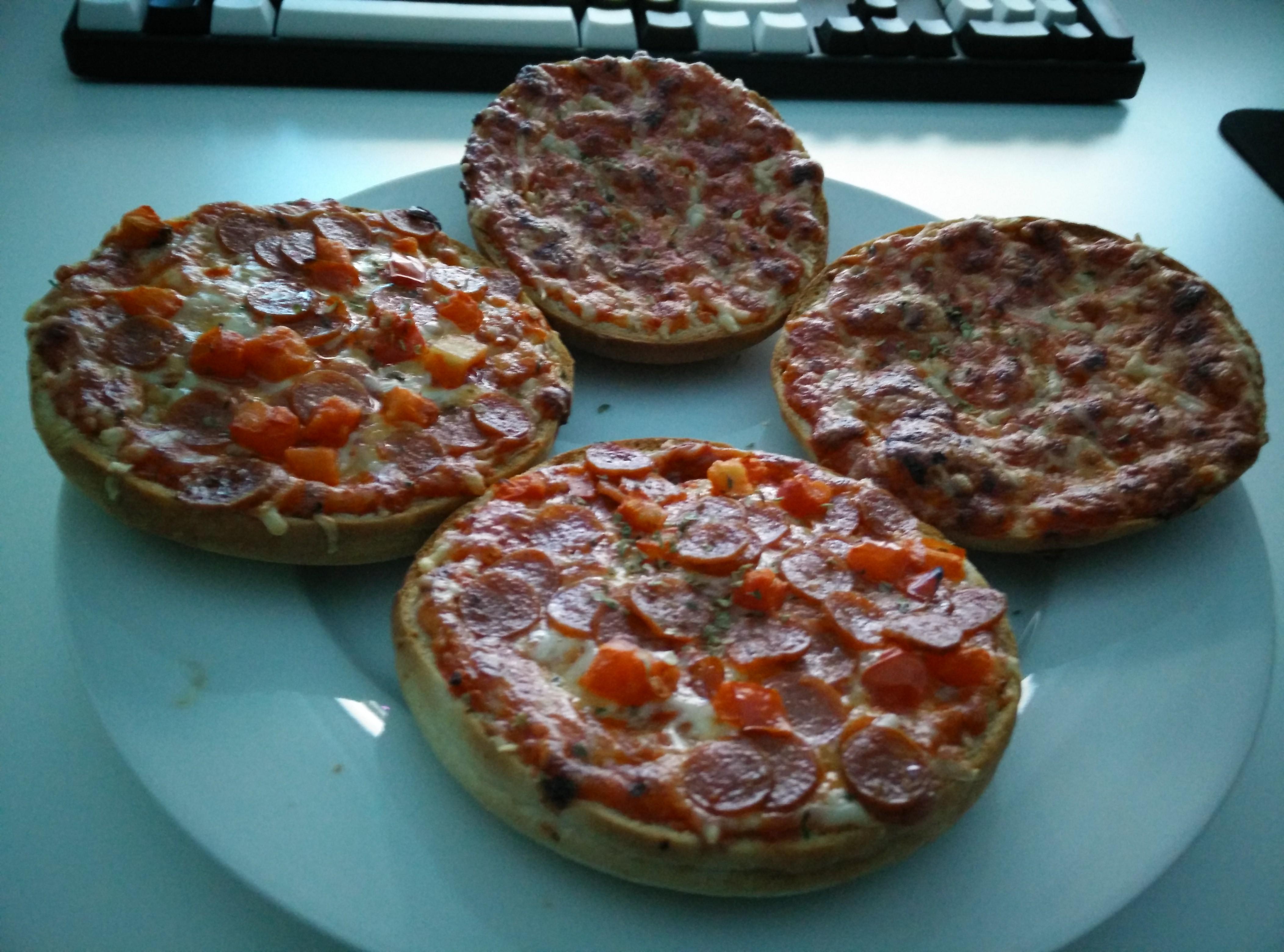 https://foodloader.net/Holz_2015-03-11_Pizzaburger.jpg