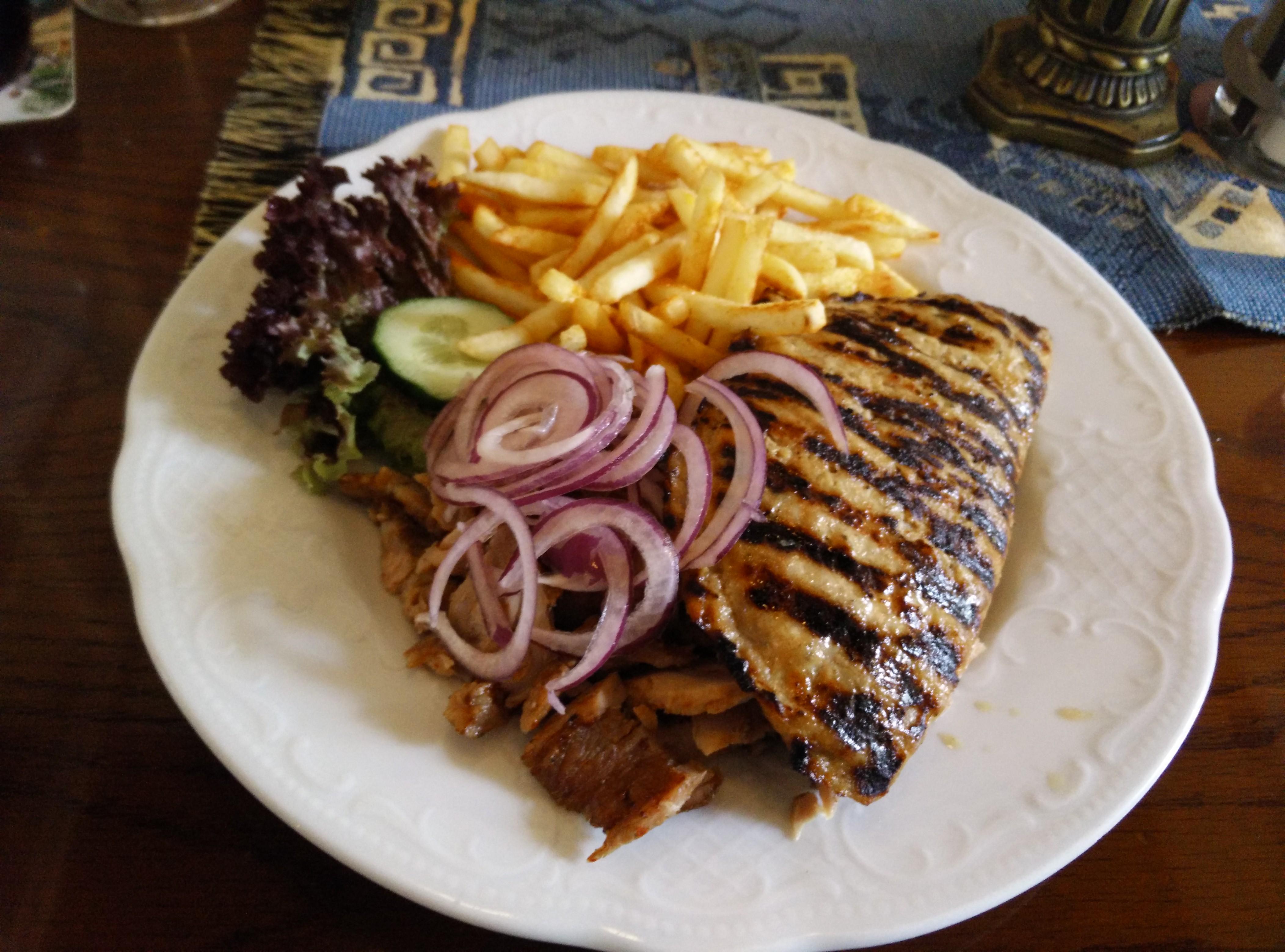 http://foodloader.net/Holz_2015-03-21_Bifteki_mit_Gyros_und_Pommes.jpg