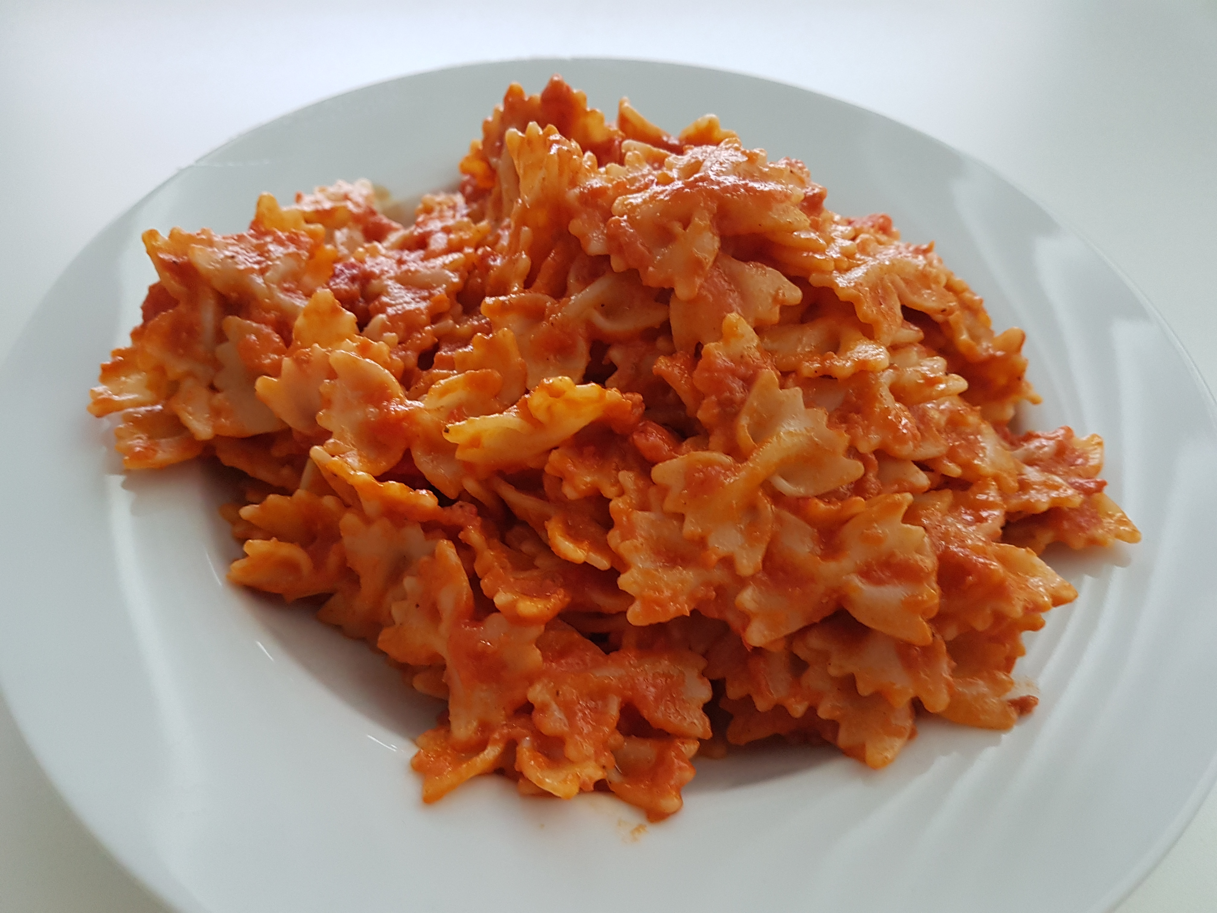 http://foodloader.net/Holz_2017-07-18_Farfalle_Rosso.jpg
