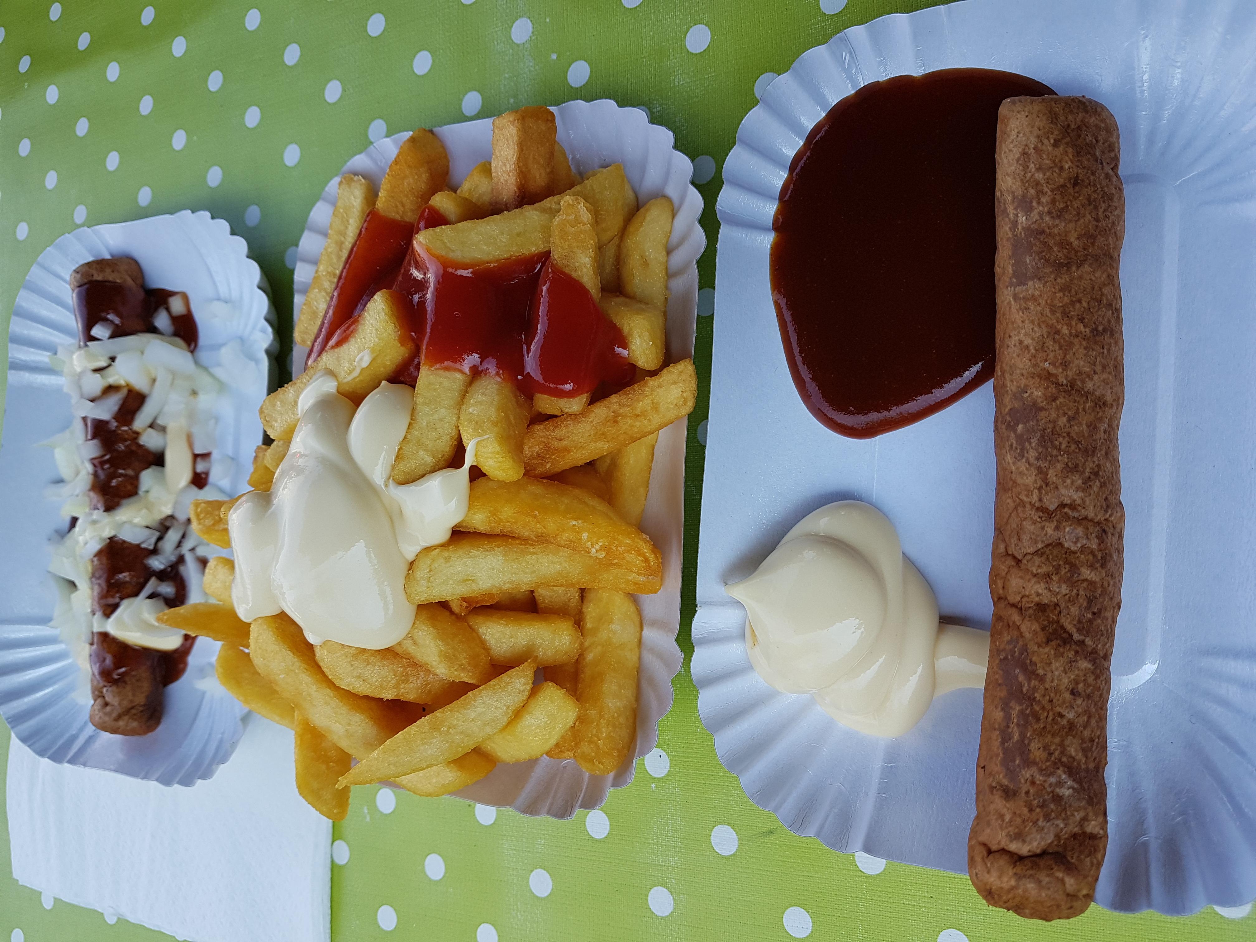 http://foodloader.net/Holz_2017-08-14_Frikandel_mit_Pommes.jpg