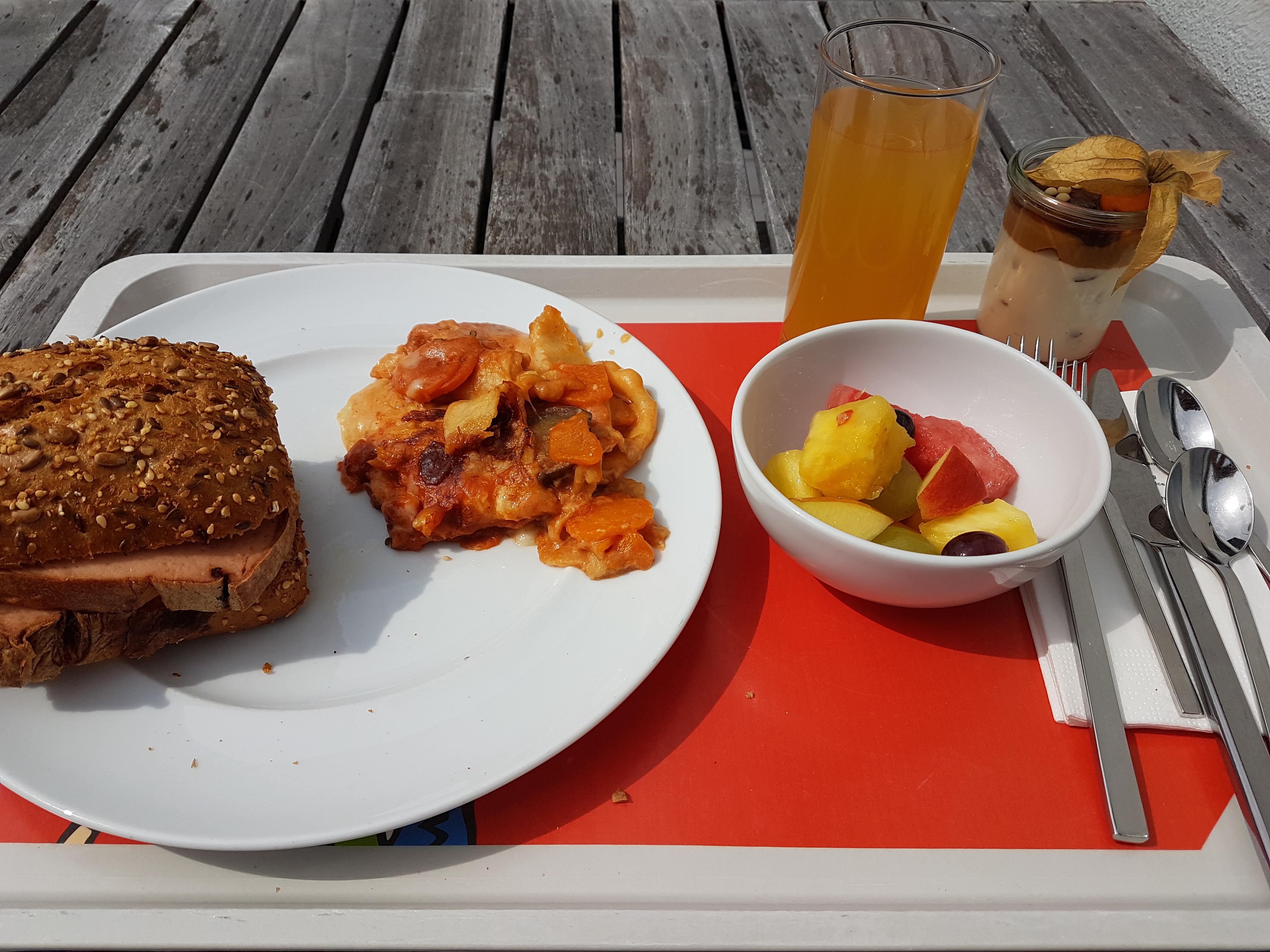 http://foodloader.net/Holz_2017-08-24_Fleischkaesebroetchen.jpg
