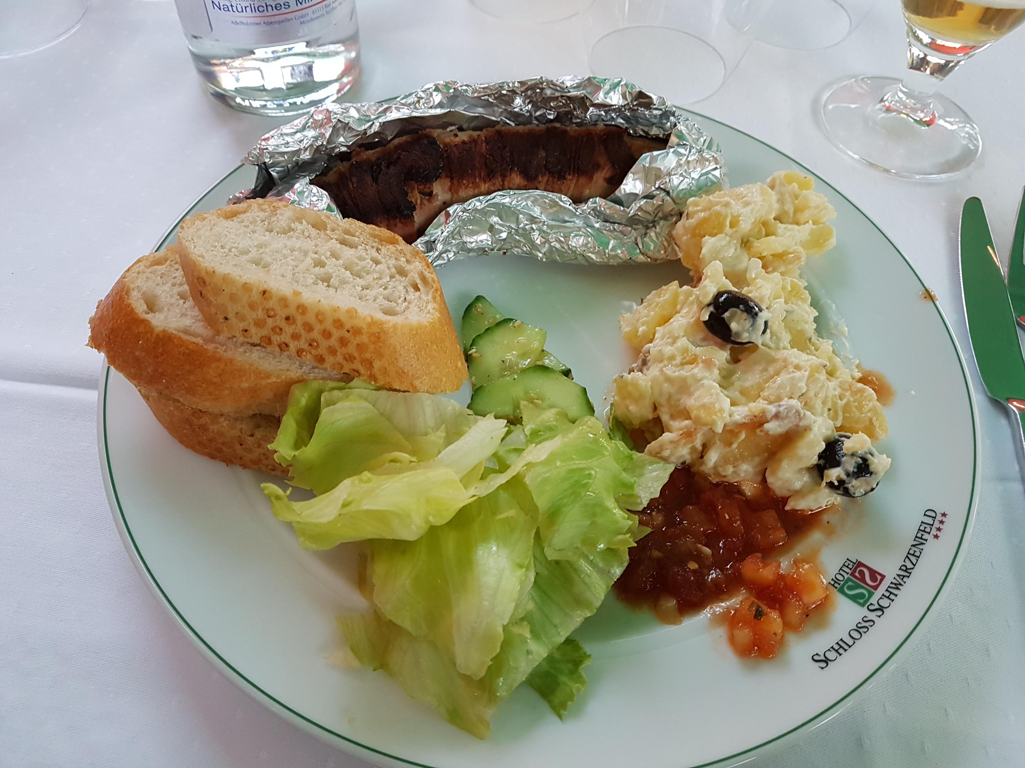 https://foodloader.net/Holz_2017-08-25_Bacon-Chili-Bratwurst_mit_Kartoffelsalat.jpg