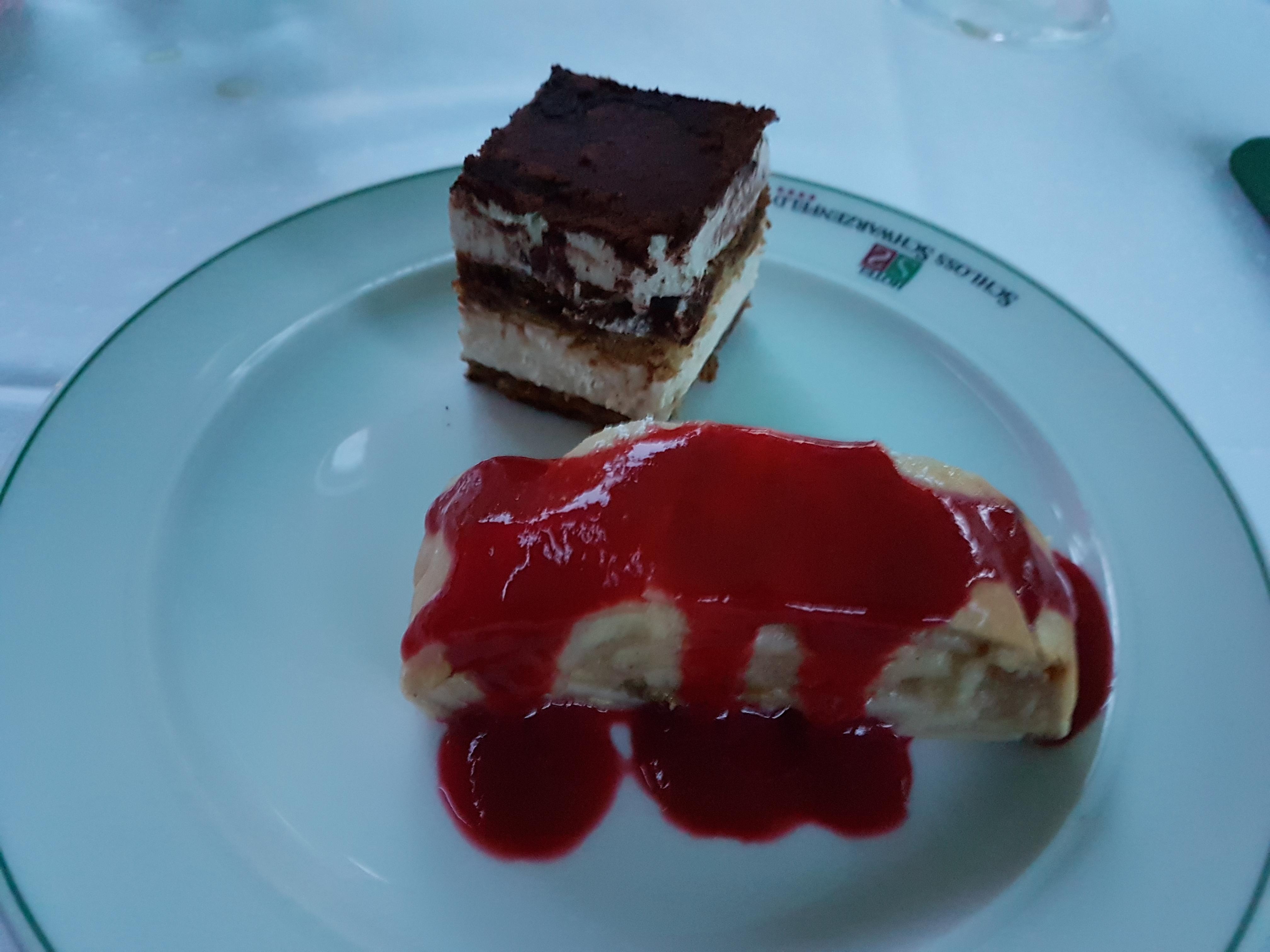 http://foodloader.net/Holz_2017-08-25_Tiramisu_und_Apfelstrudel.jpg