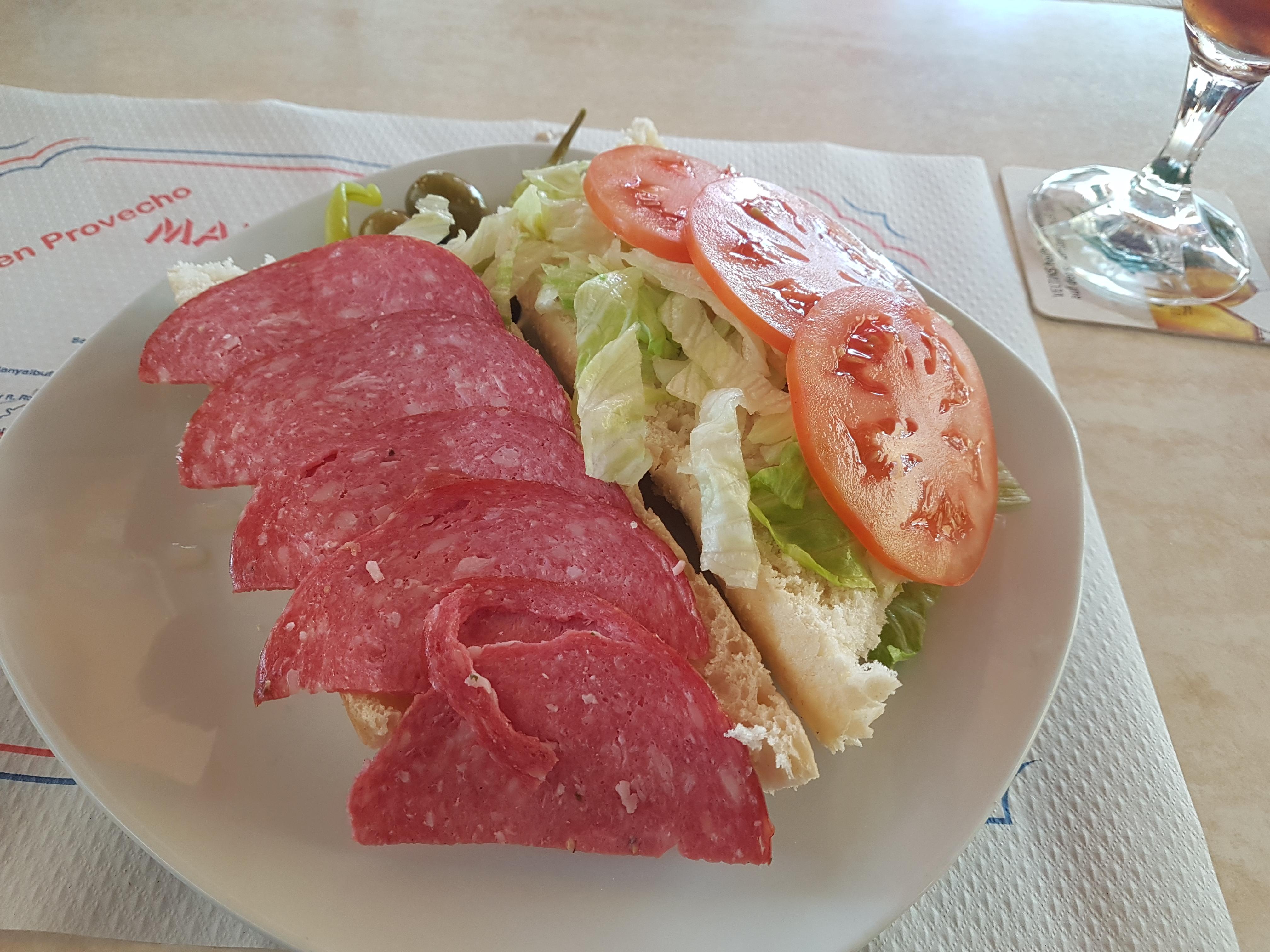 http://foodloader.net/Holz_2017-10-20_Salamibaguette.jpg