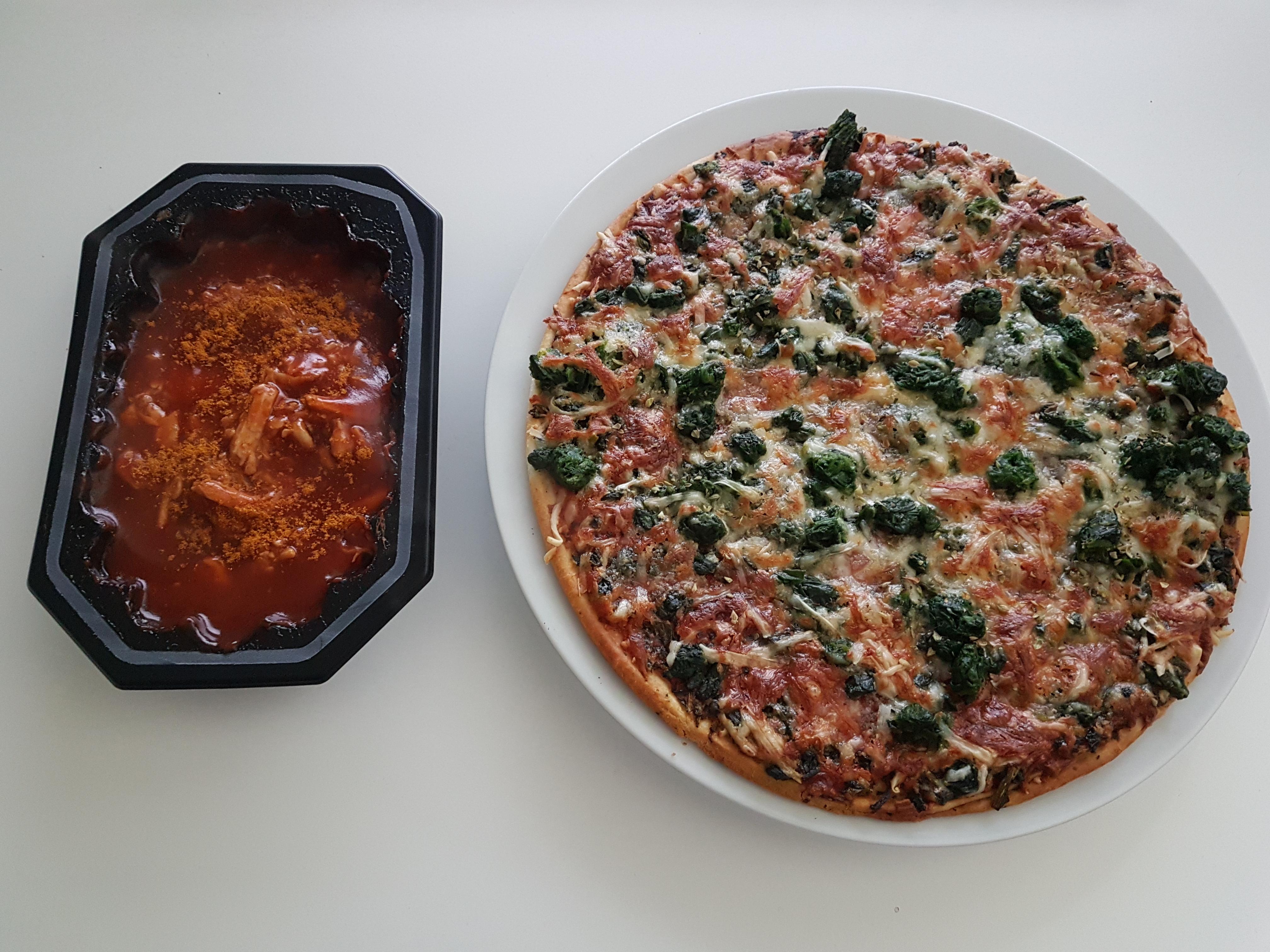 https://foodloader.net/Holz_2017-10-24_Pizza_und_Pulled_Pork.jpg