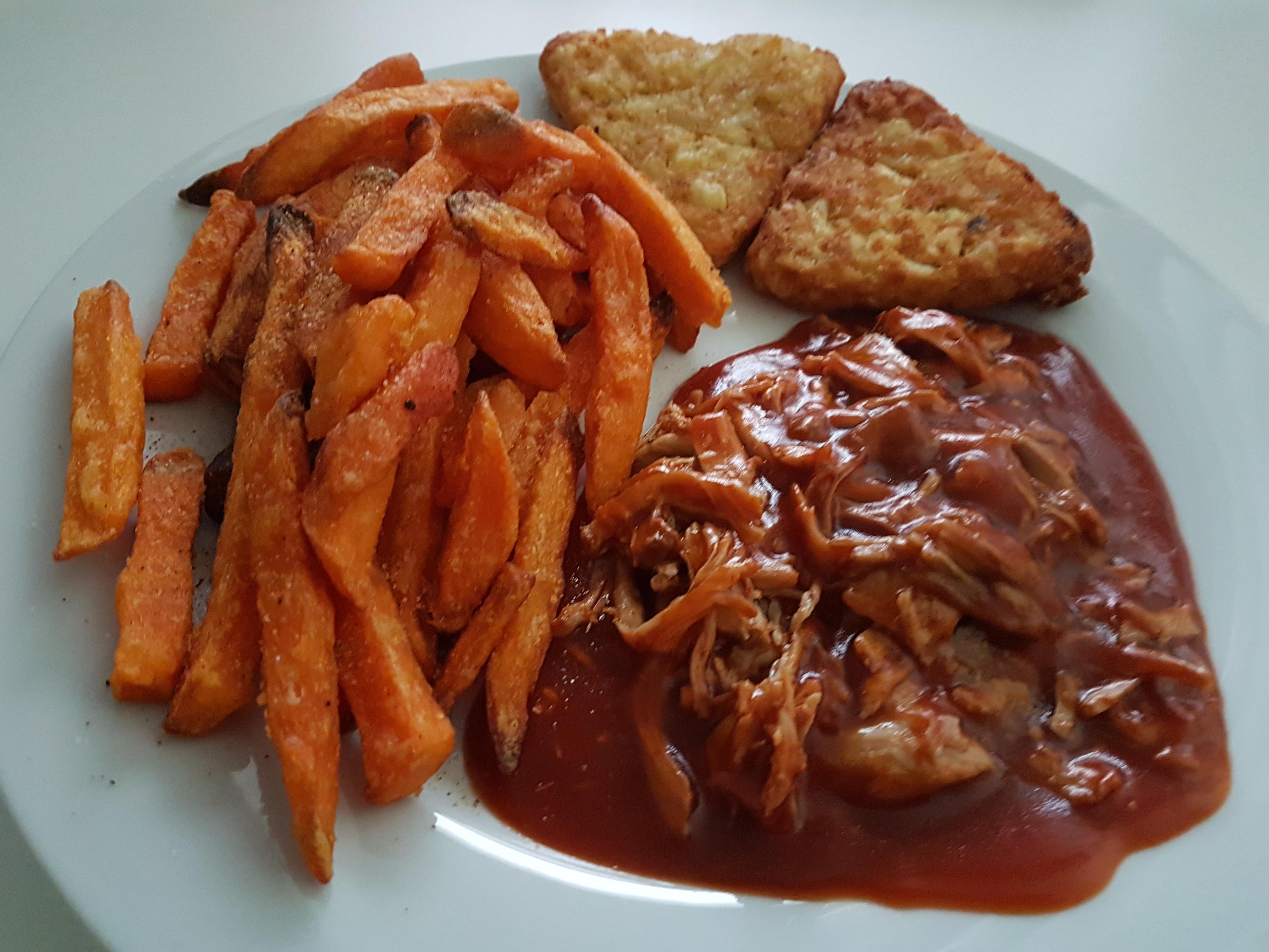 https://foodloader.net/Holz_2018-01-21_Pulled_Pork_mit_Suesskartoffelpommes.jpg