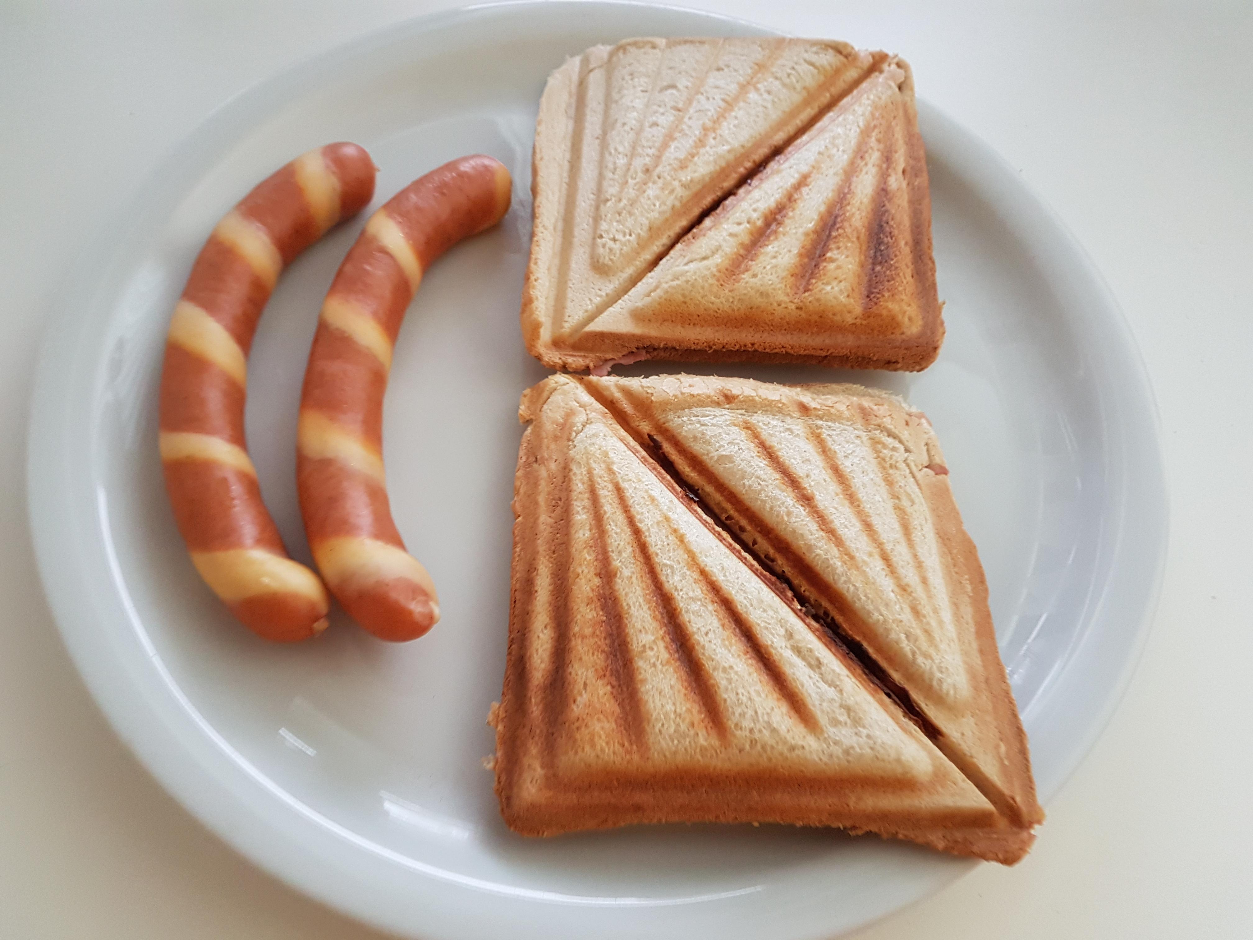 https://foodloader.net/Holz_2018-05-13_Gstreifte_und_Sandwiches.jpg