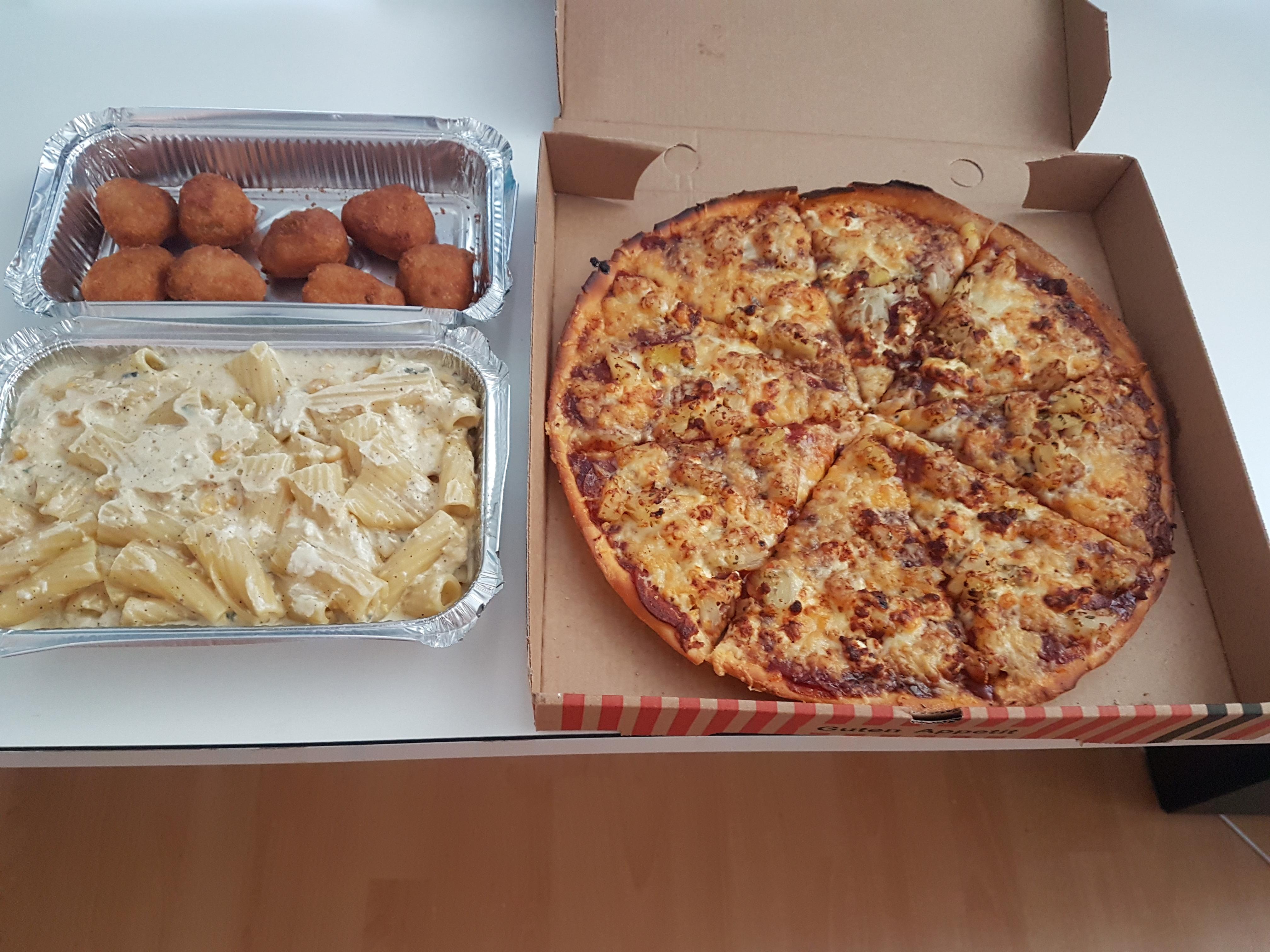 http://foodloader.net/Holz_2018-05-31_Pizza_und_Pasta_und_Chilli_Cheese_Nuggets.jpg