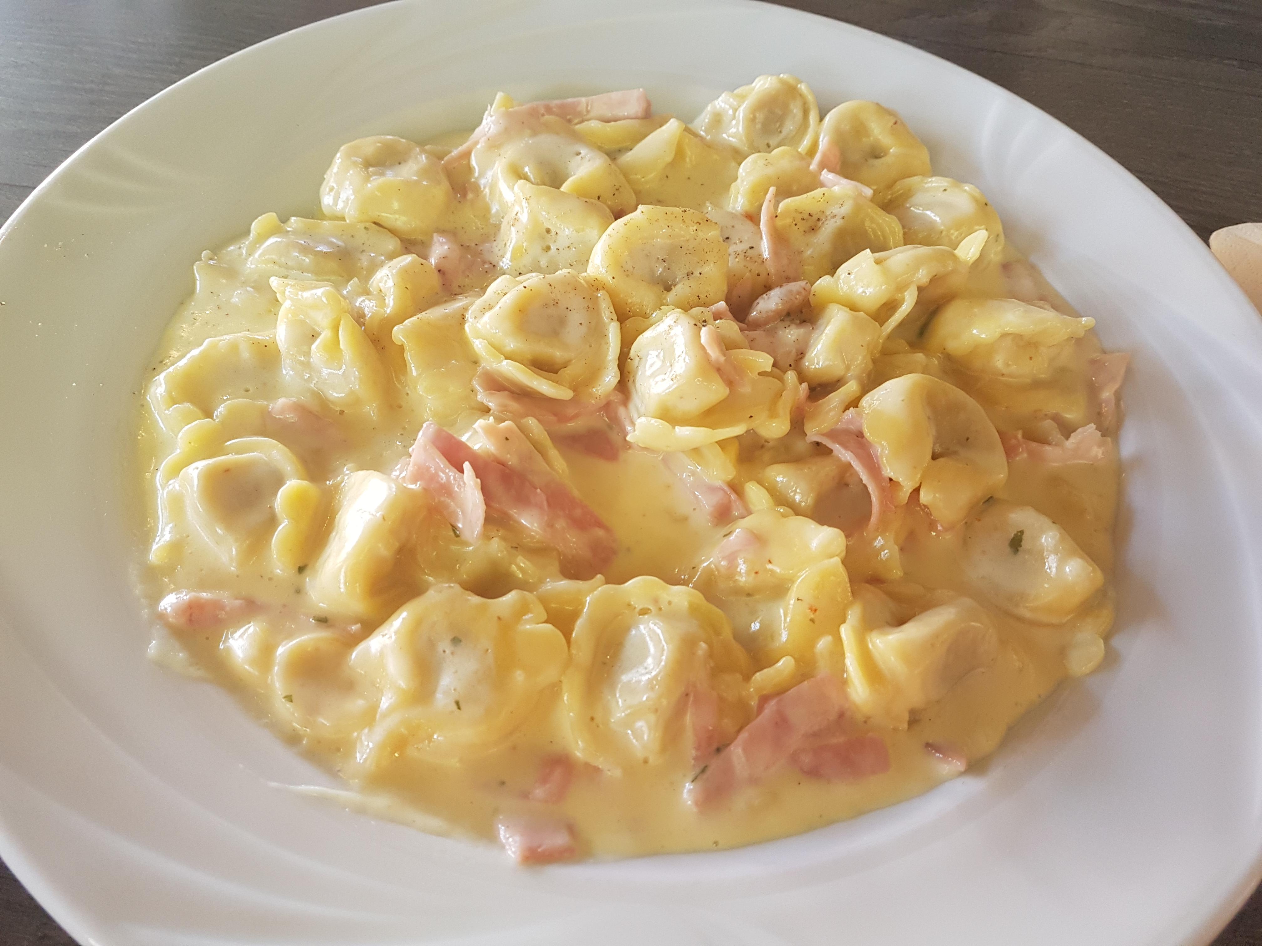 https://foodloader.net/Holz_2018-08-11_Tortellini_alla_Panna.jpg