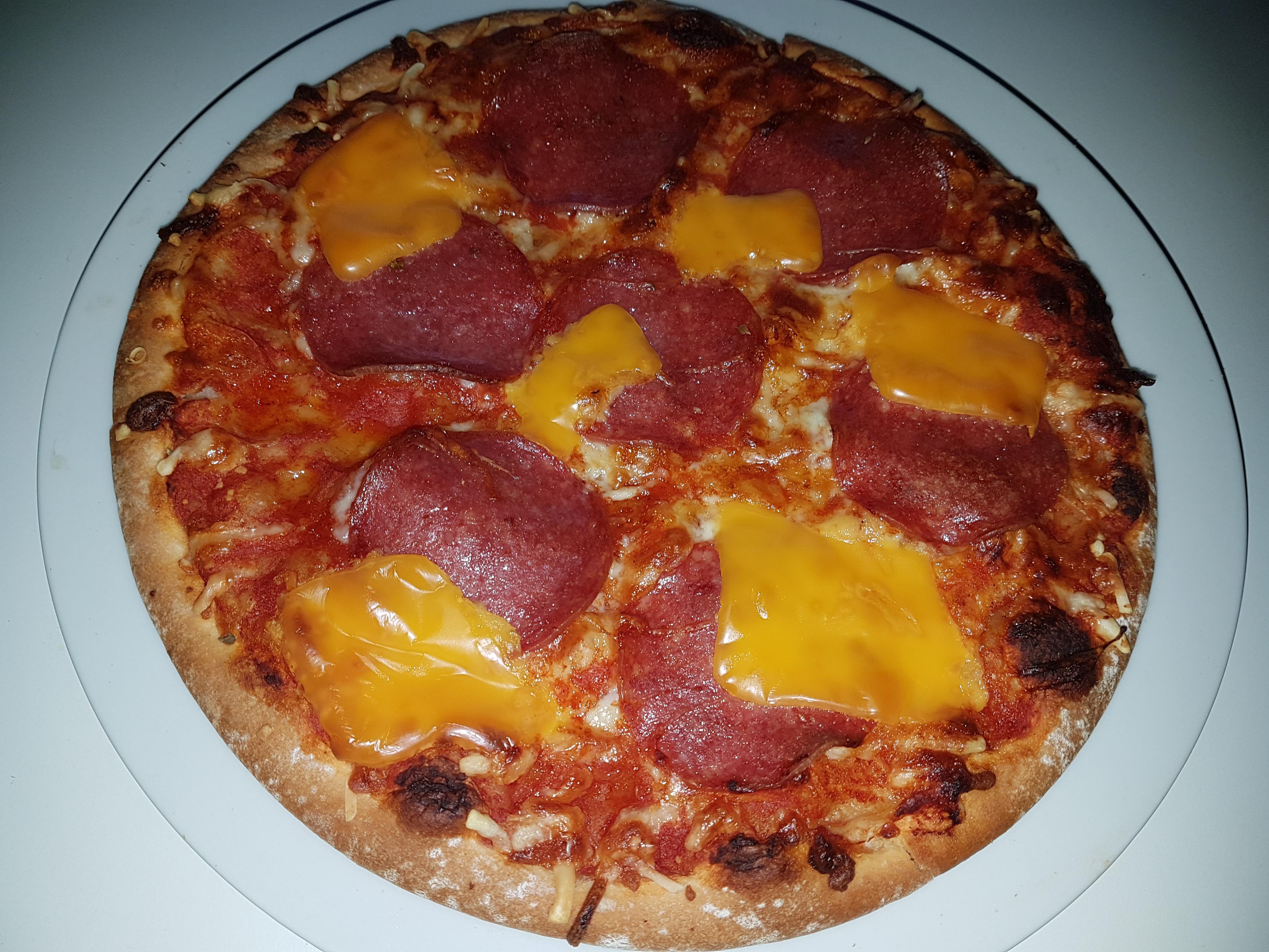 https://foodloader.net/Holz_2018-08-22_Pizza.jpg