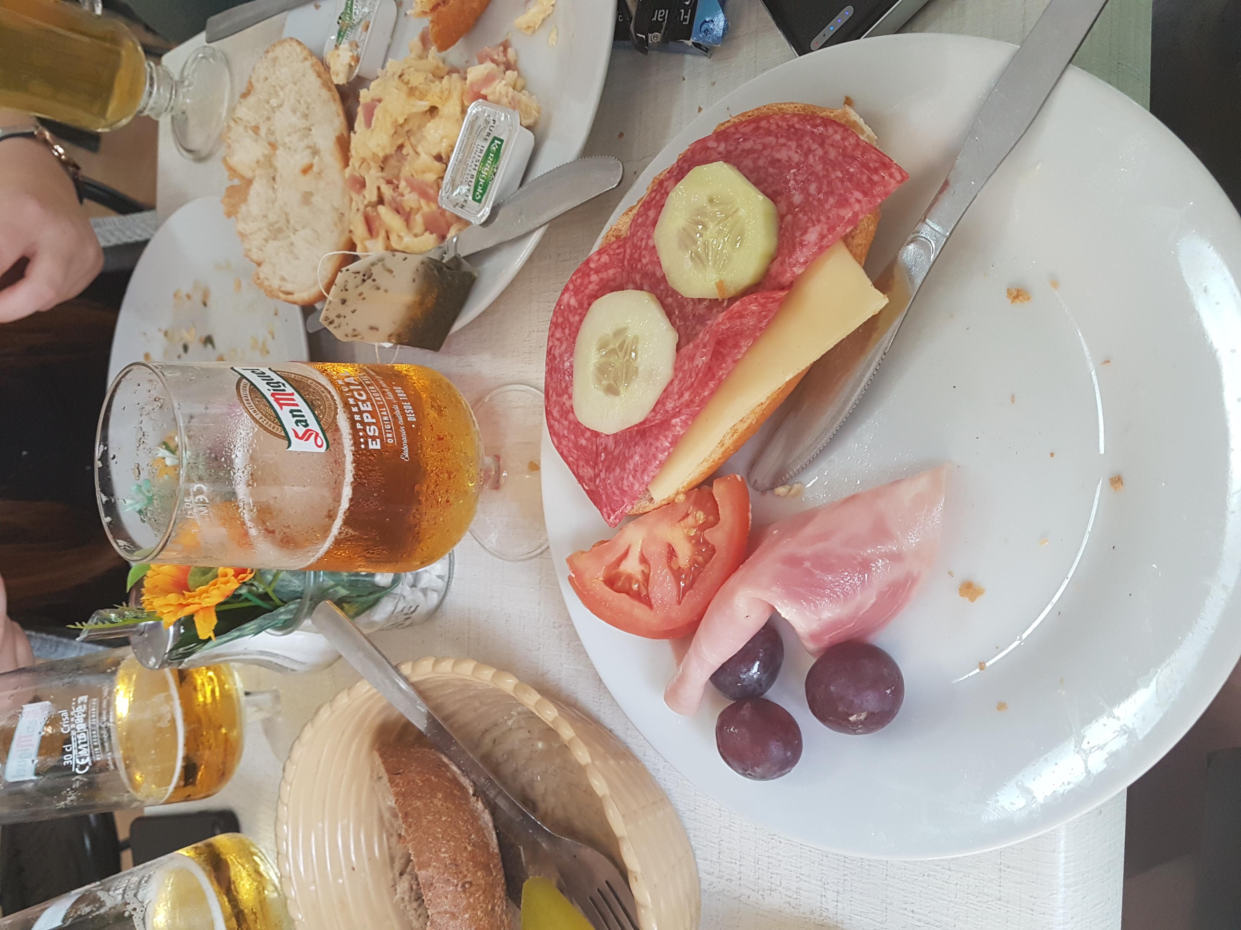 http://foodloader.net/Holz_2018-09-16_Fruehstueck.jpg