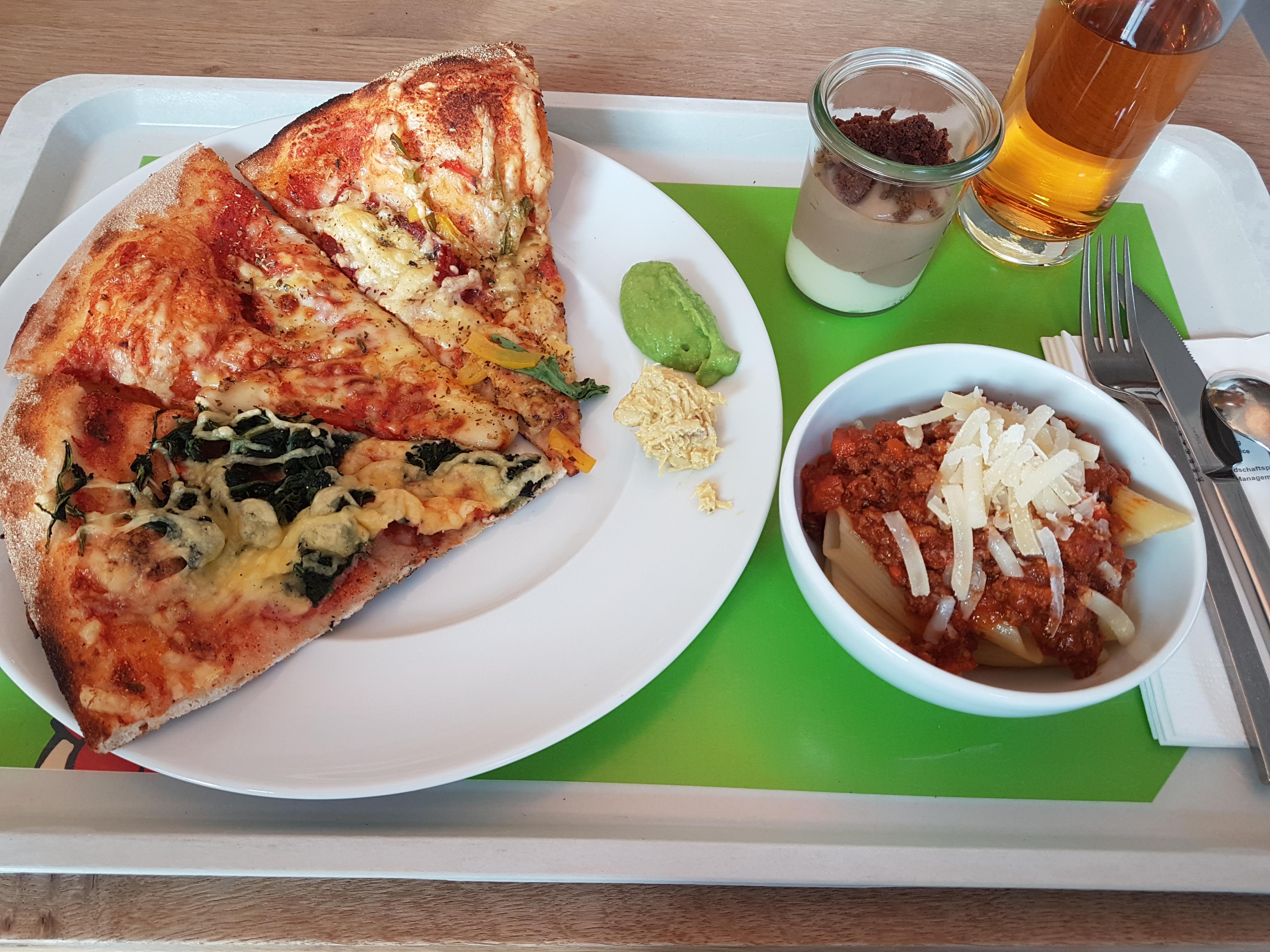 https://foodloader.net/Holz_2018-11-14_Pizza_und_Pasta.jpg