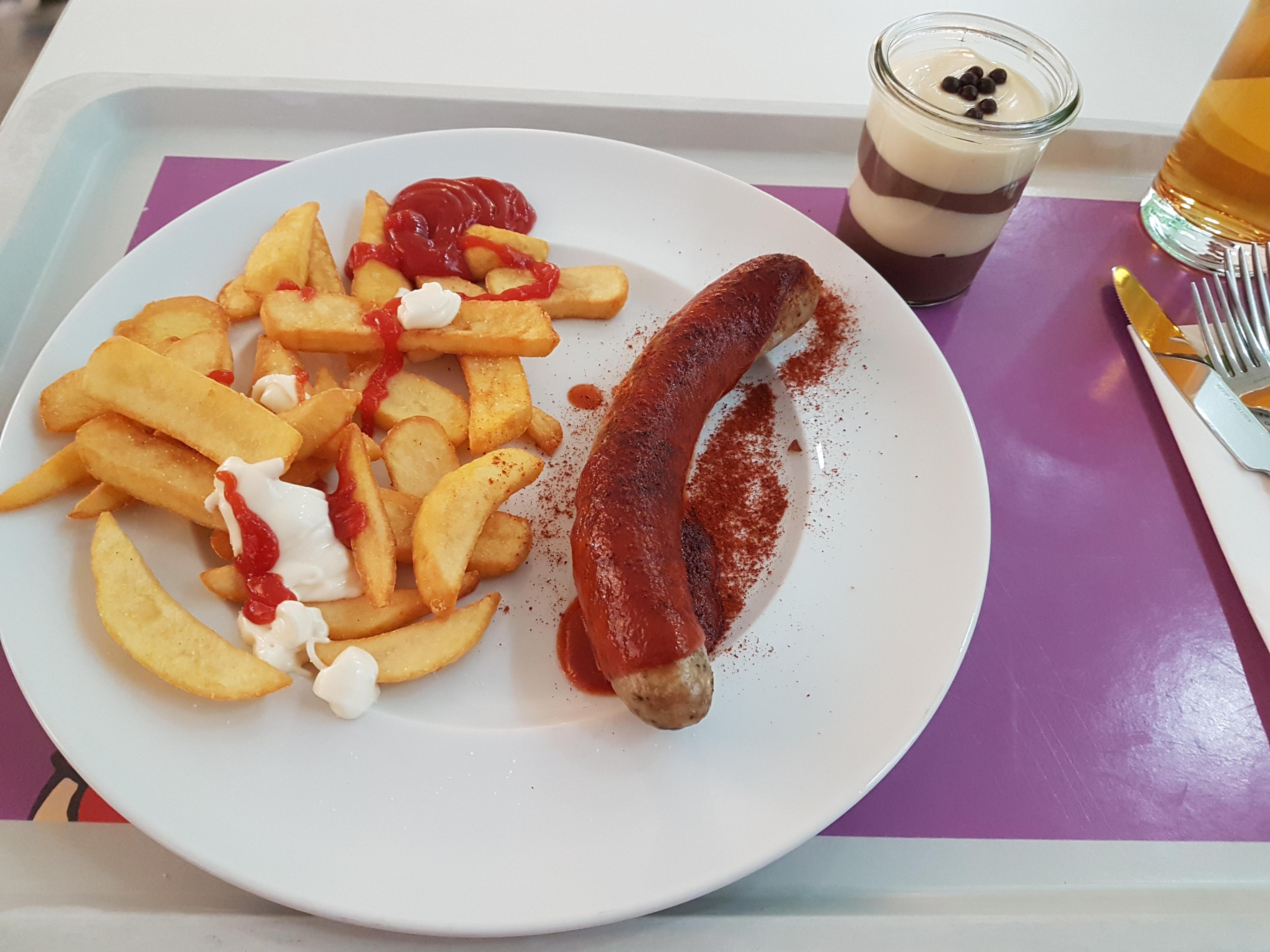 https://foodloader.net/Holz_2018-11-19_Bratwurst_mit_Pommes.jpg