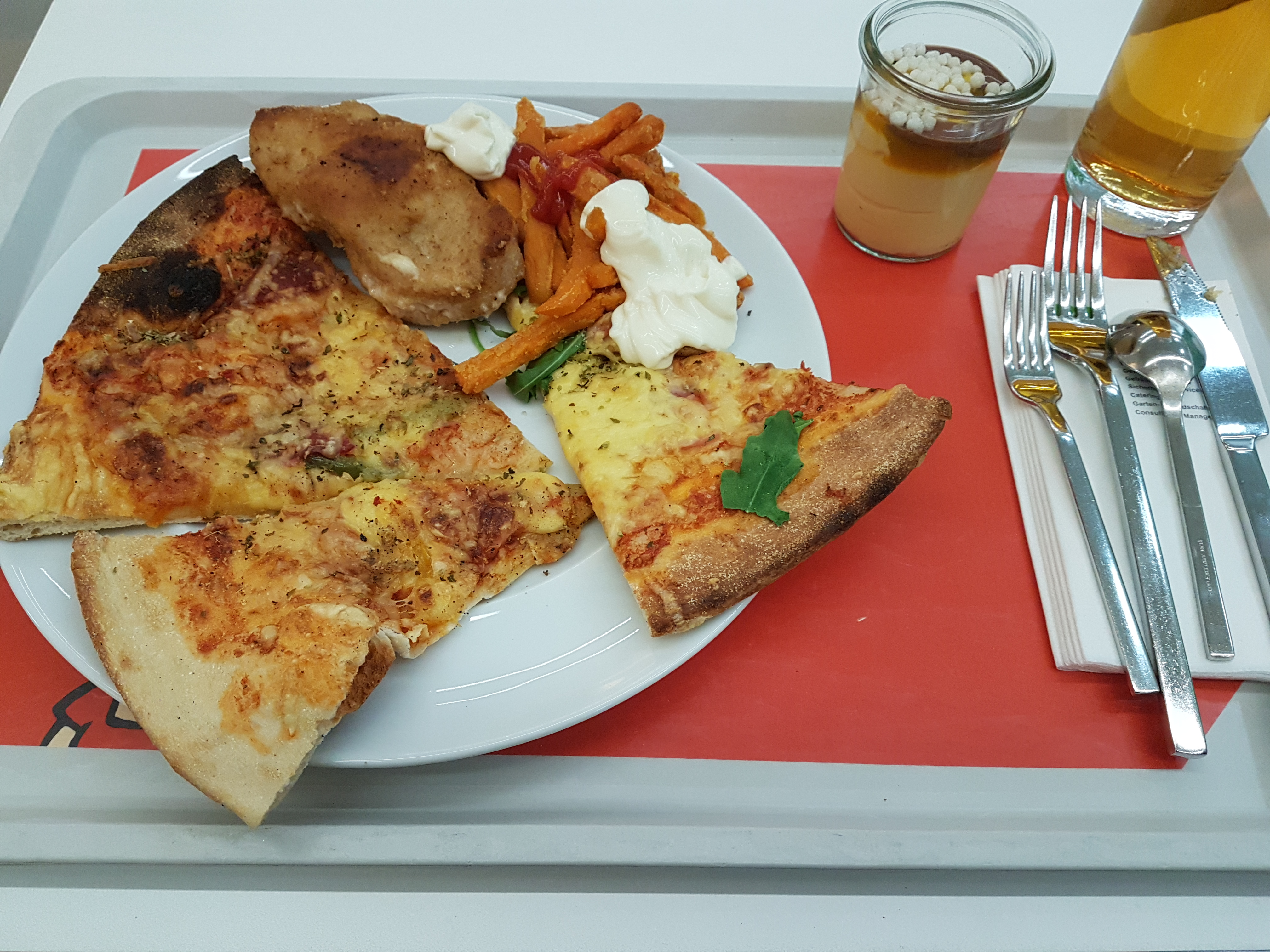 https://foodloader.net/Holz_2018-12-05_Pizza_und_Cordon_bleu_mit_Suesskartoffelpommes.jpg