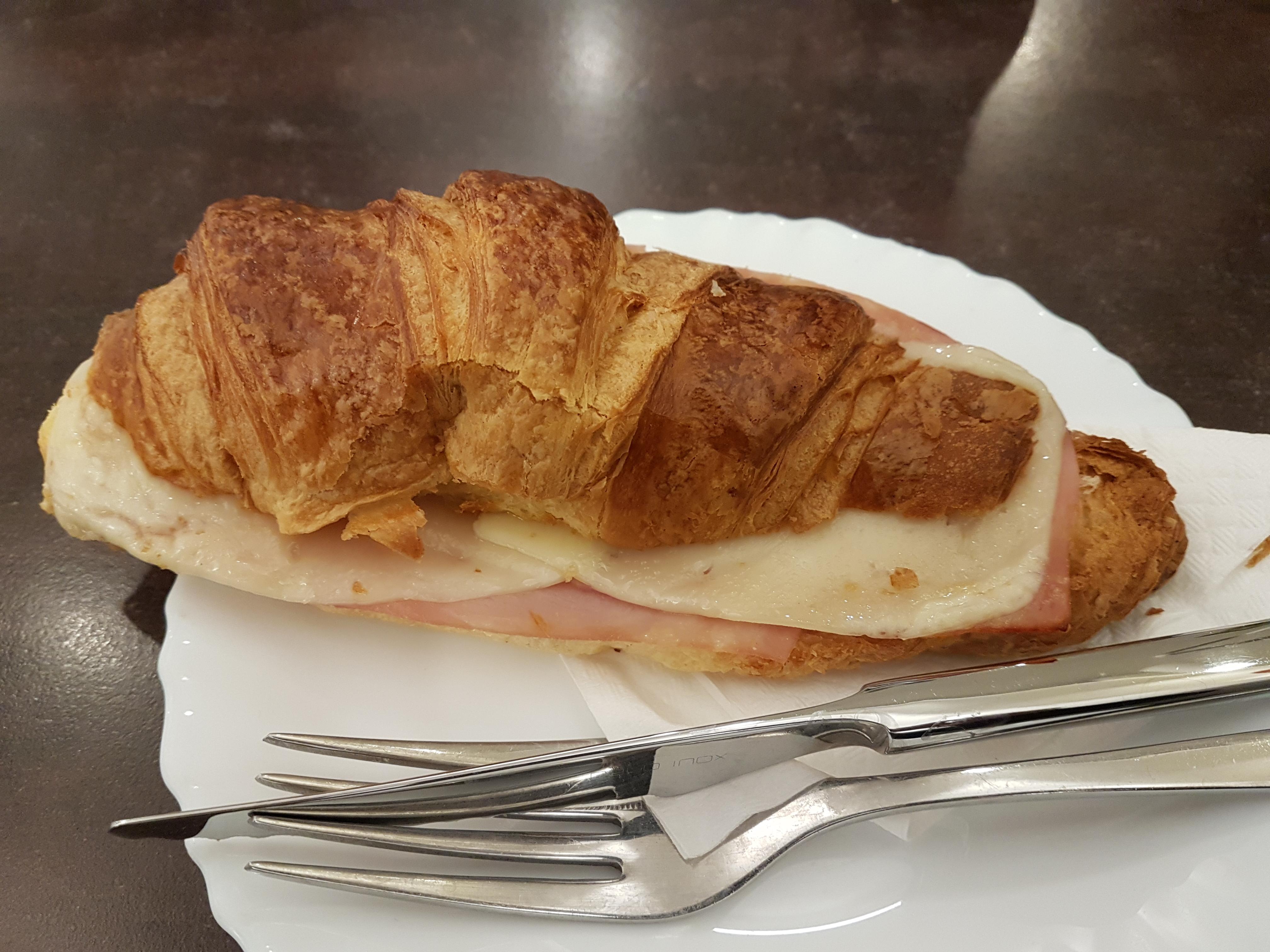 https://foodloader.net/Holz_2019-01-28_Kaese-Schinken-Croissant.jpg