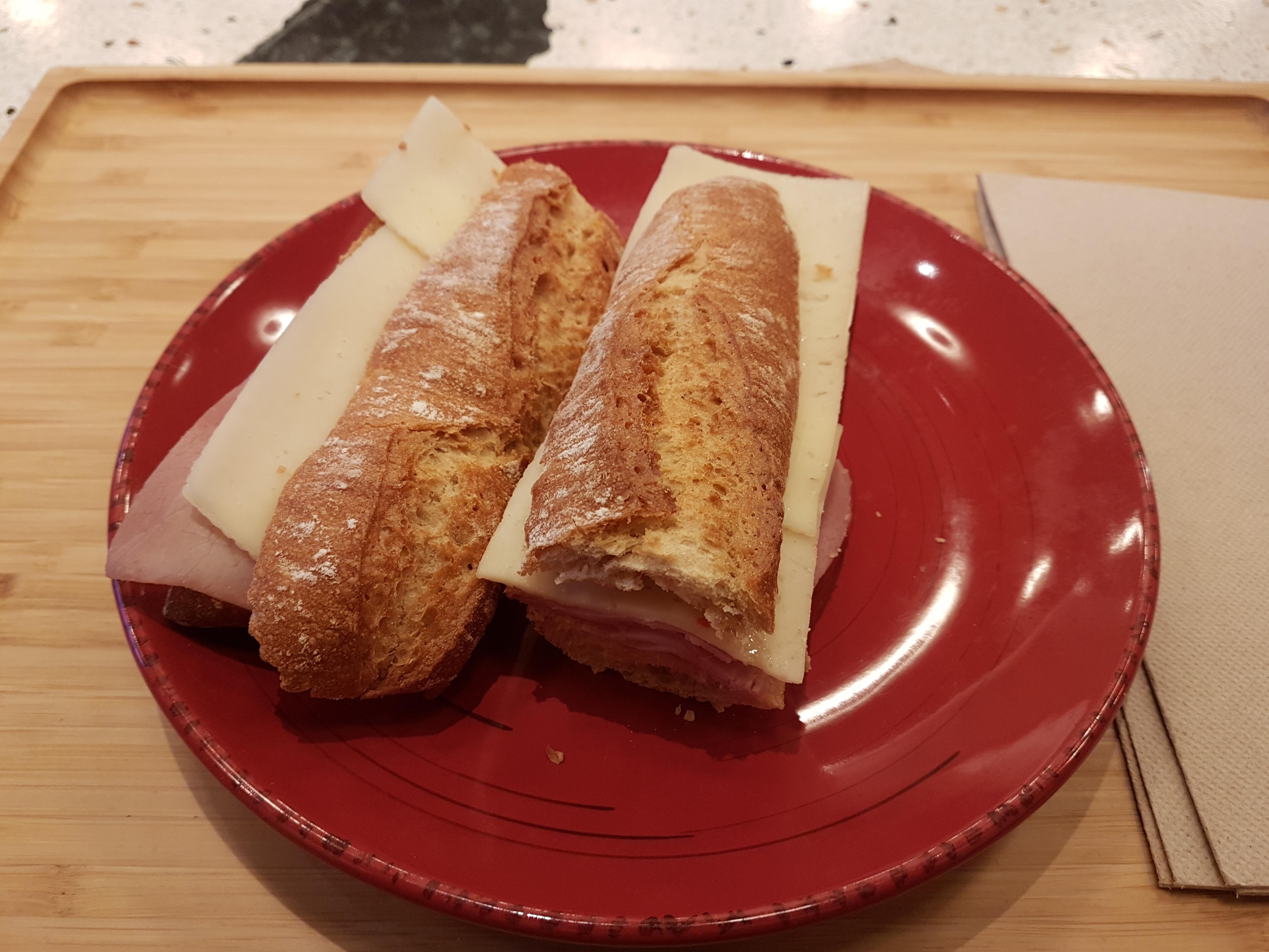 https://foodloader.net/Holz_2019-01-29_Kaese-Schinken-Baguette.jpg