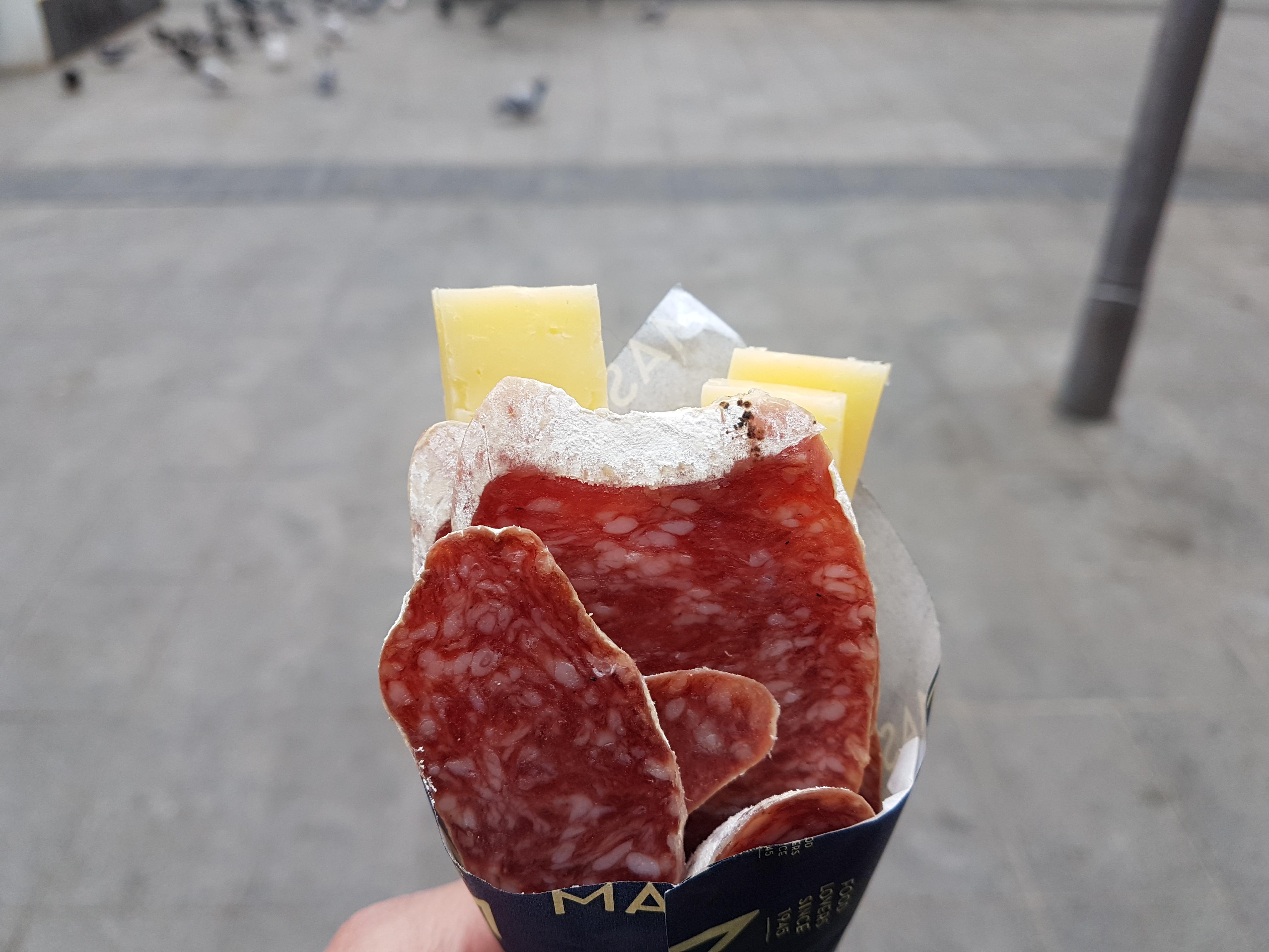 https://foodloader.net/Holz_2019-01-29_Salami_und_Kaese.jpg