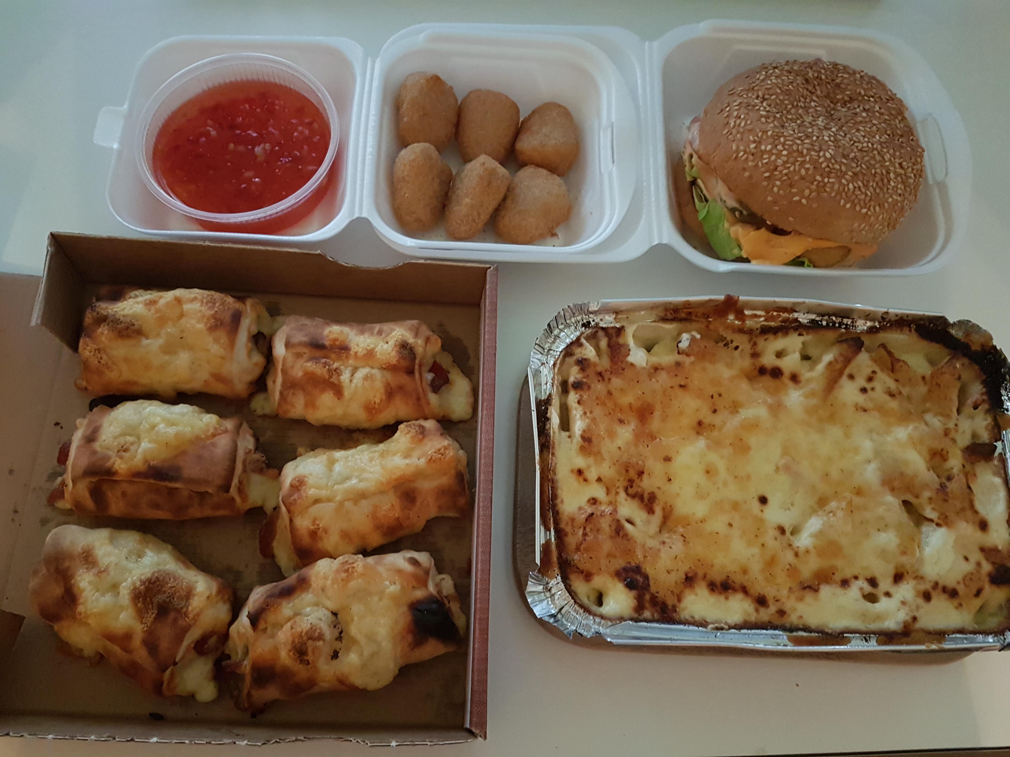 https://foodloader.net/Holz_2019-03-03_Pasta_und_Burger.jpg