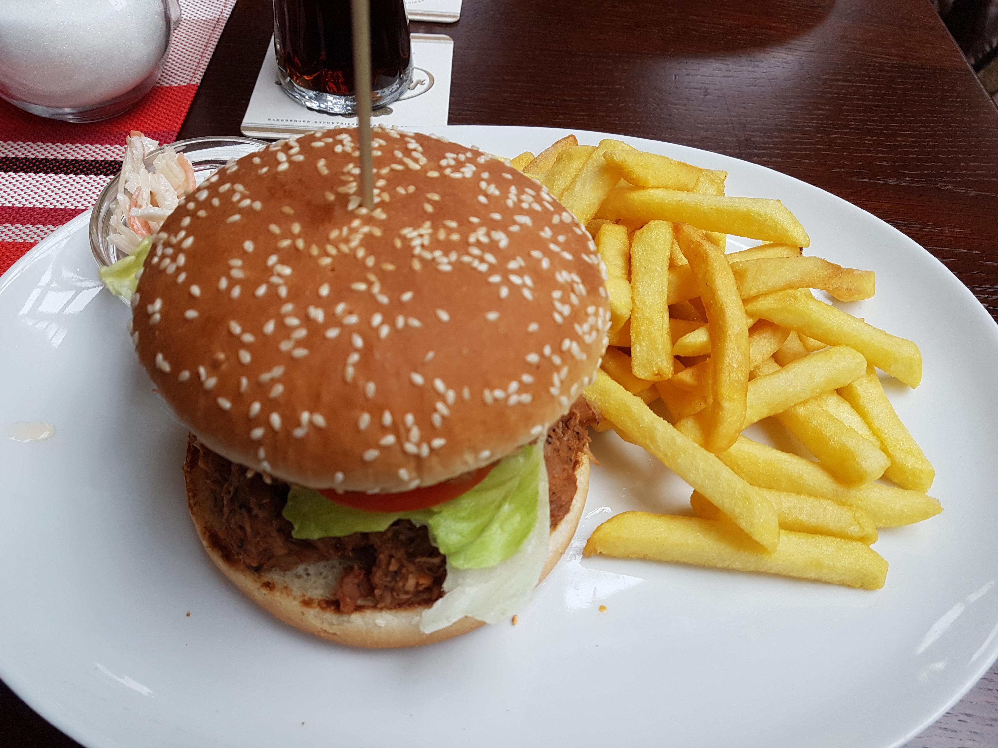 https://foodloader.net/Holz_2019-03-09_Pulled_Pork_Burger.jpg