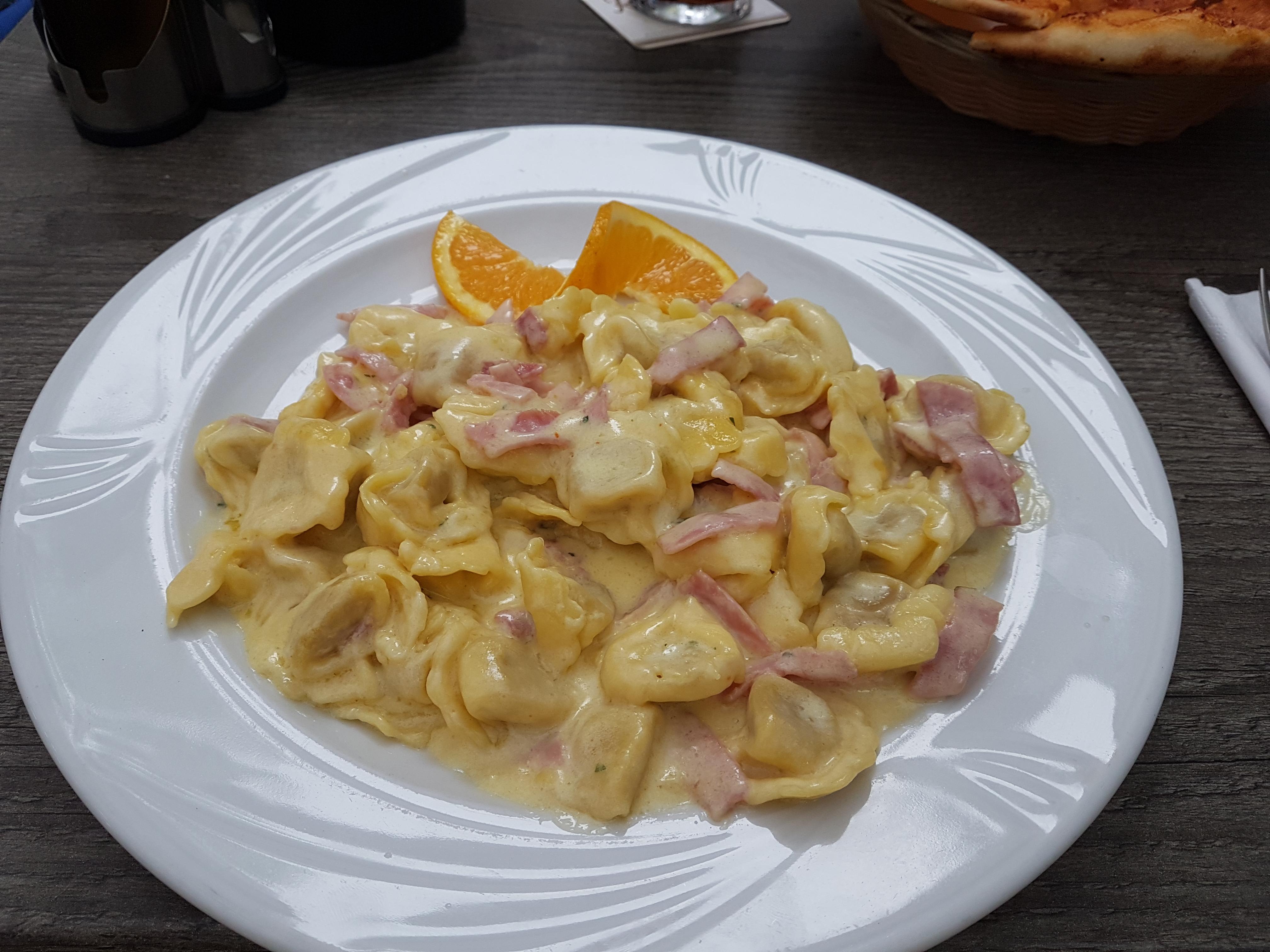 https://foodloader.net/Holz_2019-07-27_Tortellini_alla_Panna.jpg